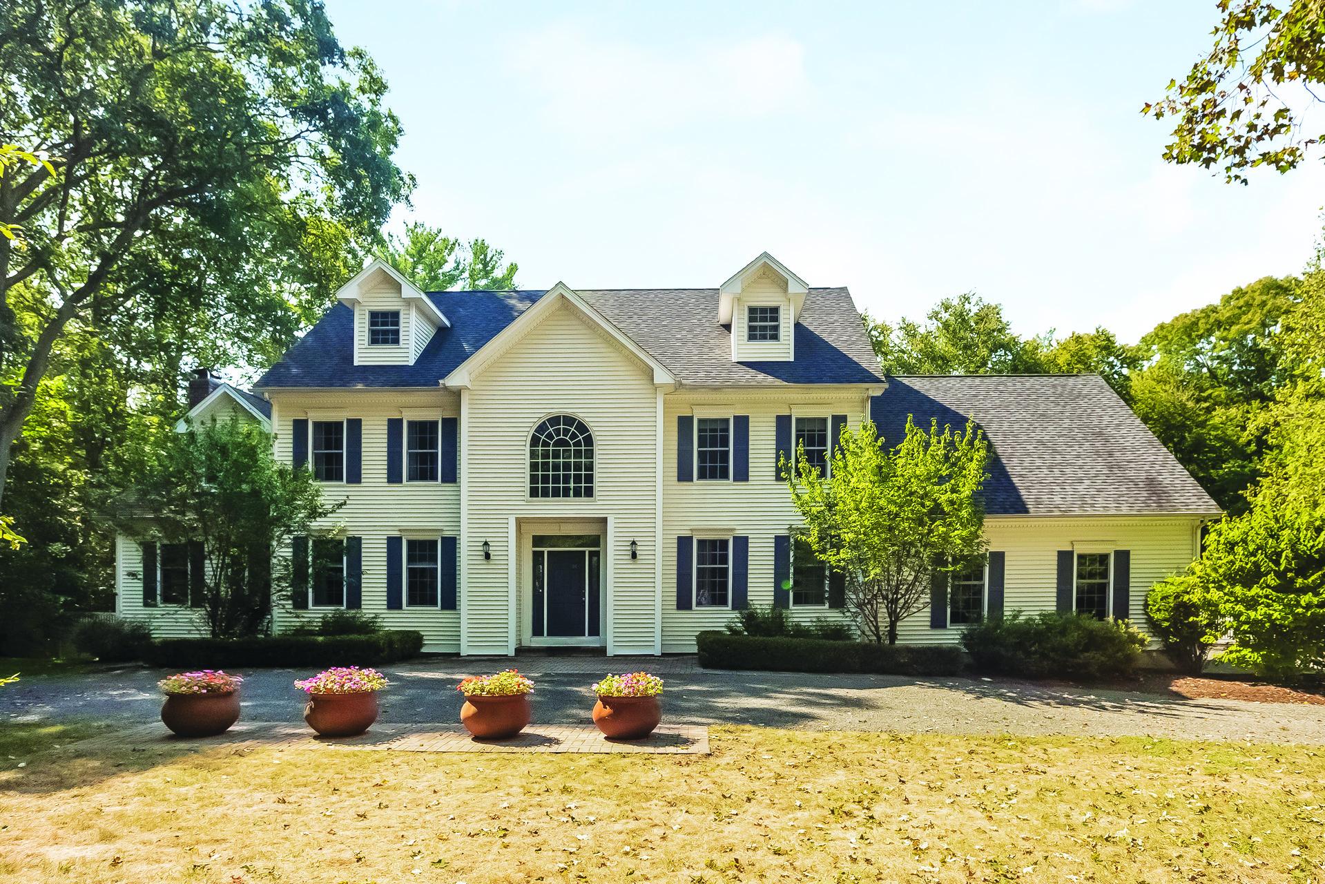 Casa Unifamiliar por un Venta en 341 Summer Hill Rd Madison, Connecticut, 06443 Estados Unidos