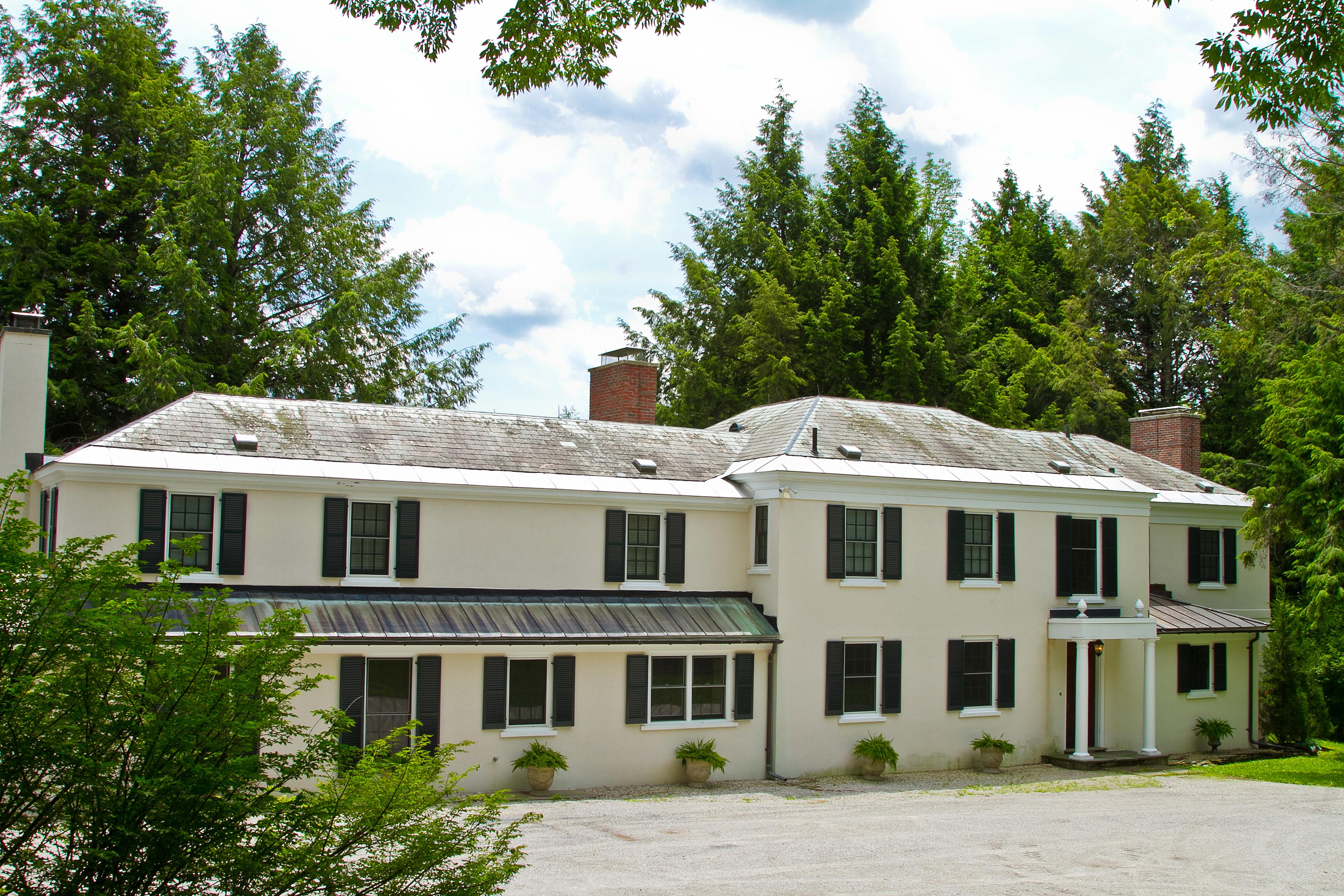 단독 가정 주택 용 매매 에 Beautifully Updated 1920s Estate Home on 29 Acres, with Continental Panache 190 Torrey Woods Rd. Williamstown, 매사추세츠 01267 미국