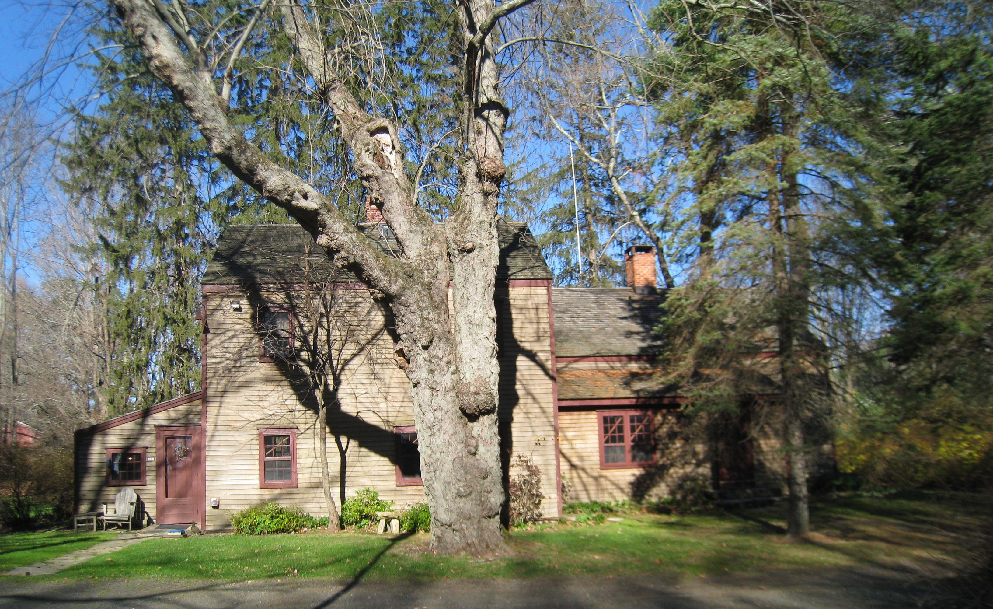 Casa para uma família para Venda às Country Compound 177 Lonetown Road Redding, Connecticut 06896 Estados Unidos