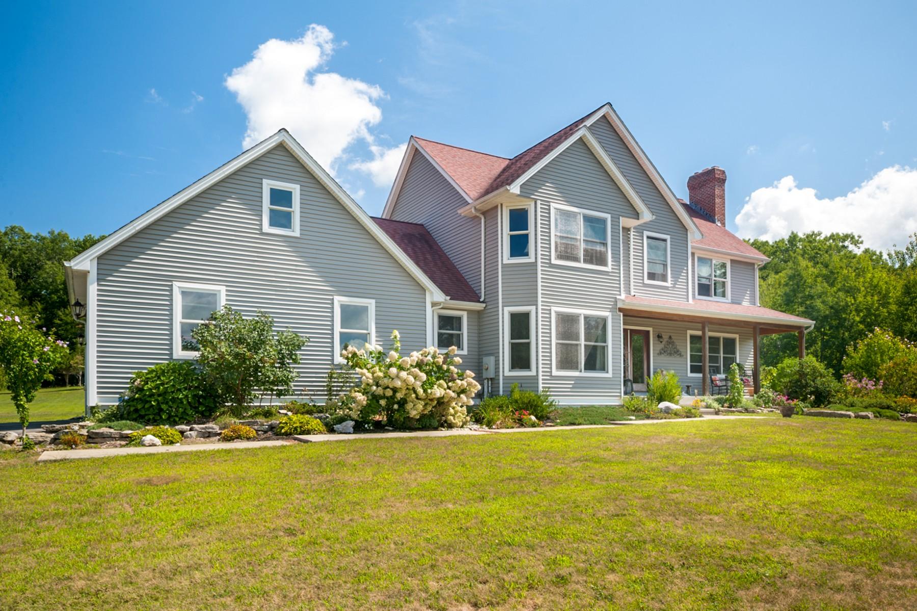 Einfamilienhaus für Verkauf beim Spacious Colonial 95 Chapel Hill Road Montville, Connecticut 06370 Vereinigte Staaten