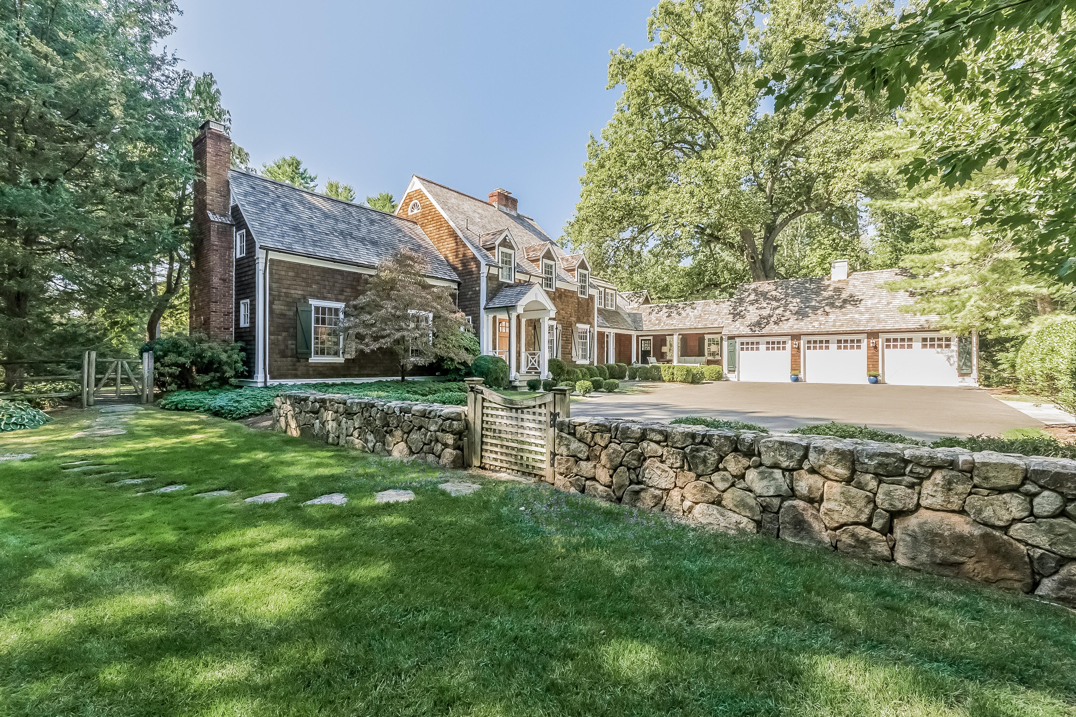 獨棟家庭住宅 為 出售 在 Private Oasis 14 Indian Spring Trail Darien, 康涅狄格州 06820 美國