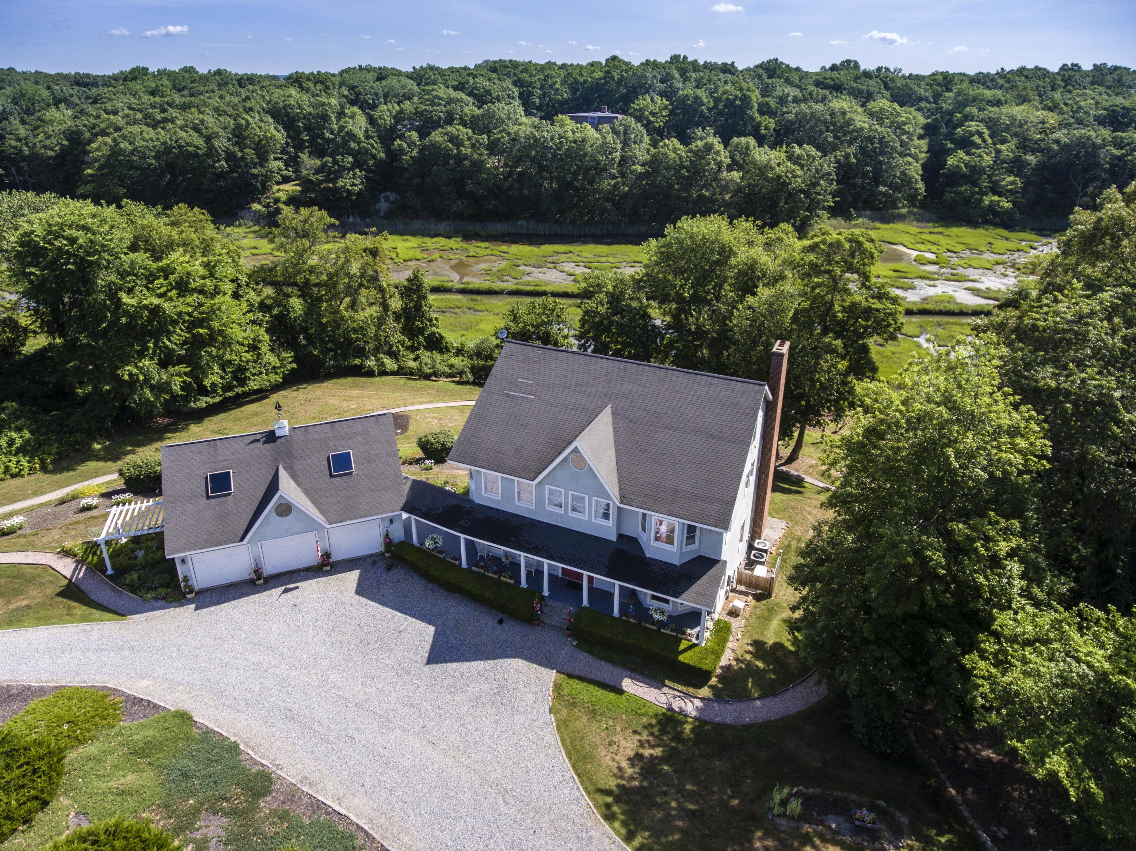 Maison unifamiliale pour l Vente à 143 Lower Rd Guilford, Connecticut, 06437 États-Unis