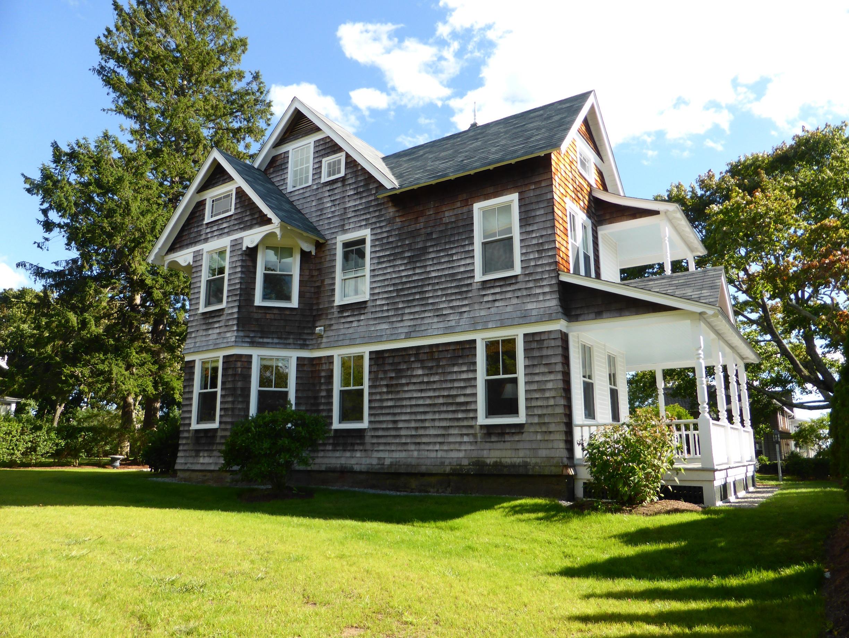Nhà ở một gia đình vì Bán tại 119 Island Ave 119 Island Ave 119 Madison, Connecticut, 06443 Hoa Kỳ