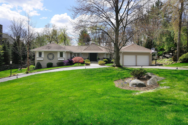 Nhà ở một gia đình vì Bán tại Magnificent sprawling ranch 3 Glen Drive Harrison, New York 10528 Hoa Kỳ