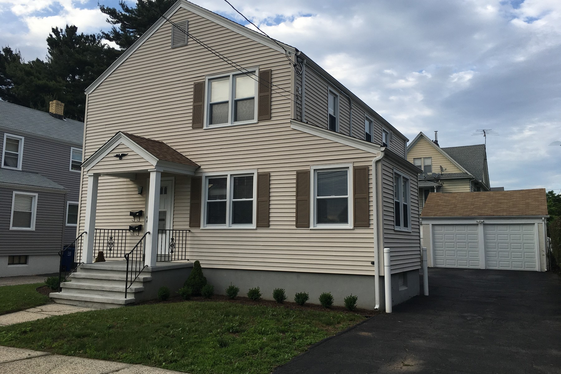 per Vendita alle ore BLACK ROCK TWO FAMILY 88 Princeton Street Bridgeport, Connecticut, 06605 Stati Uniti