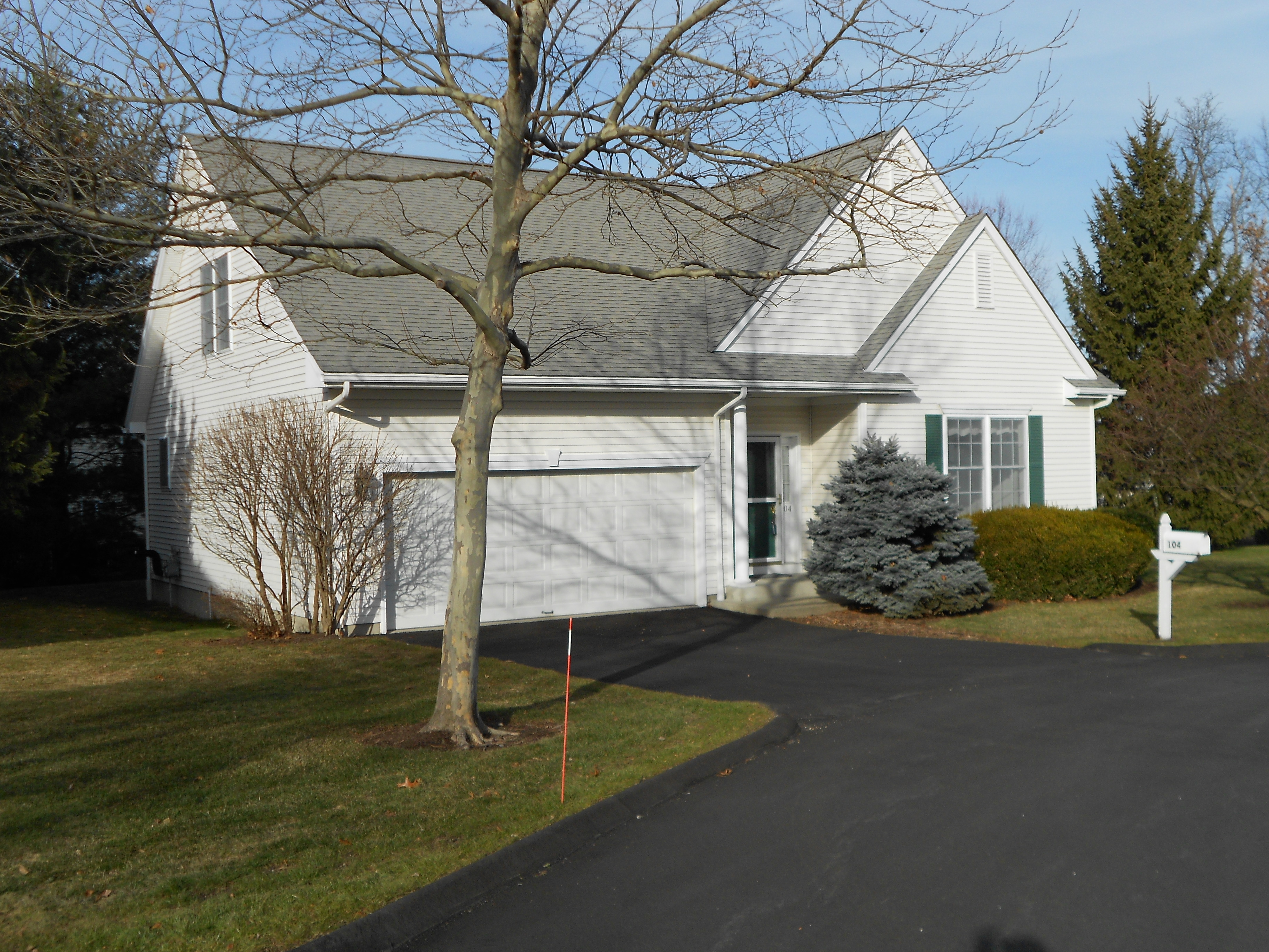 Single Family Home for Sale at Colonial with Condo Benefits 104 Silversmith Drive 104 Danbury, Connecticut, 06811 United States