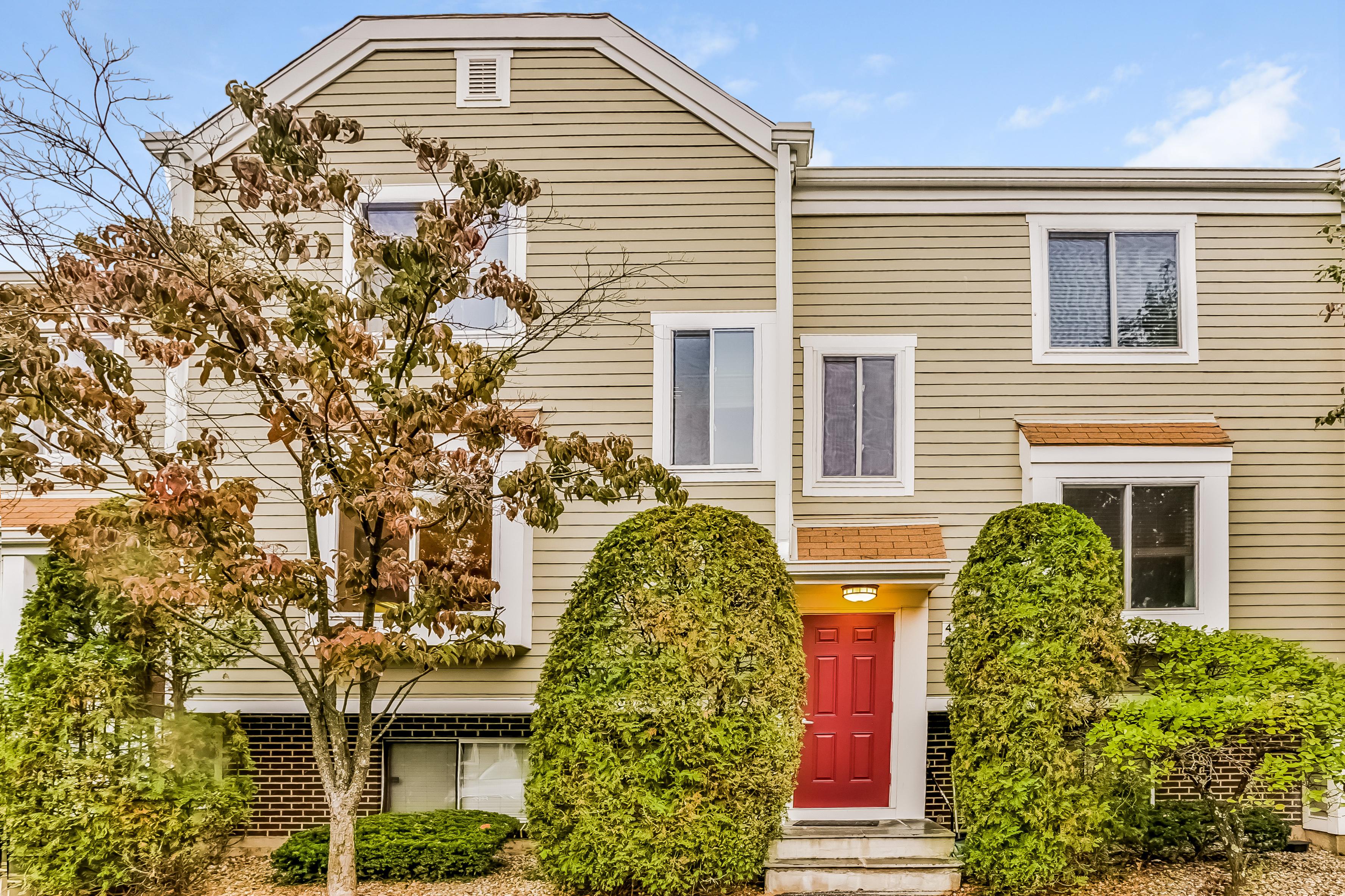 联栋屋 为 销售 在 71 Aiken Street 71 Aiken Street P2 诺瓦克, 康涅狄格州, 06851 美国
