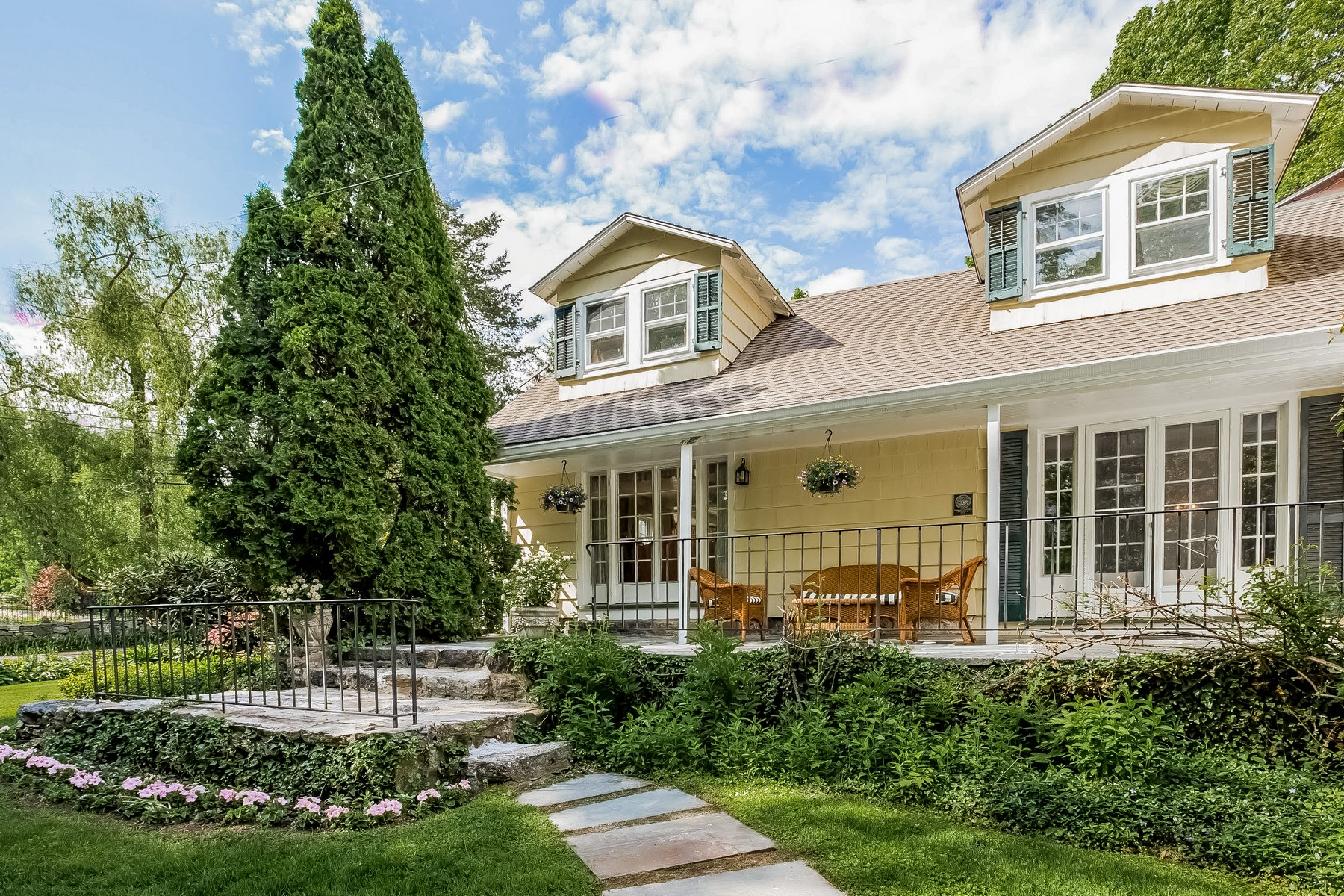 Single Family Home for Sale at Beautifully Updated 5 Bedroom Greenwich Antique 116 Pecksland Road Greenwich, Connecticut 06831 United States