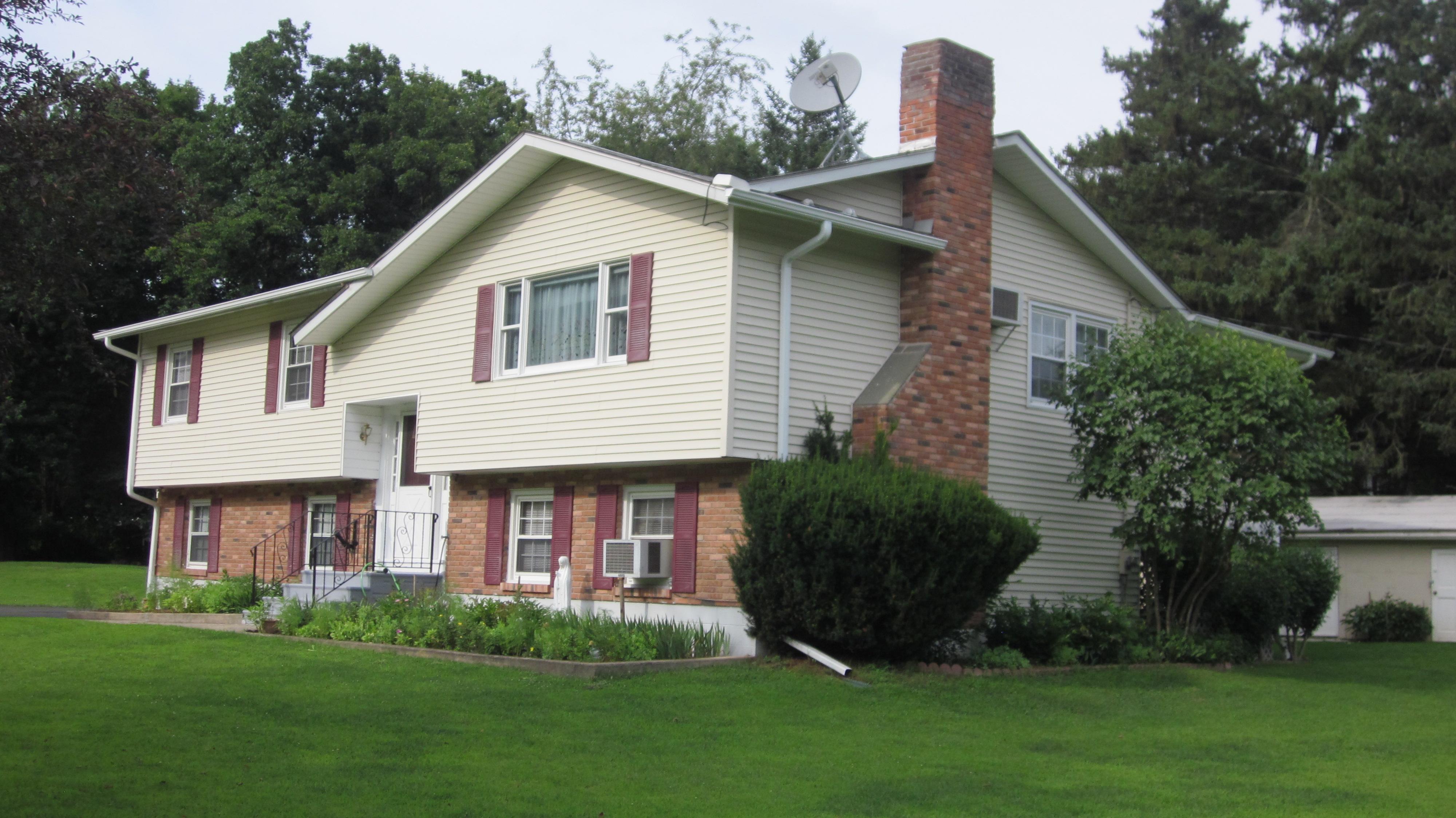 Casa para uma família para Venda às Meticulous Raised Ranch 23 Tamanny Trail Danbury, Connecticut 06811 Estados Unidos