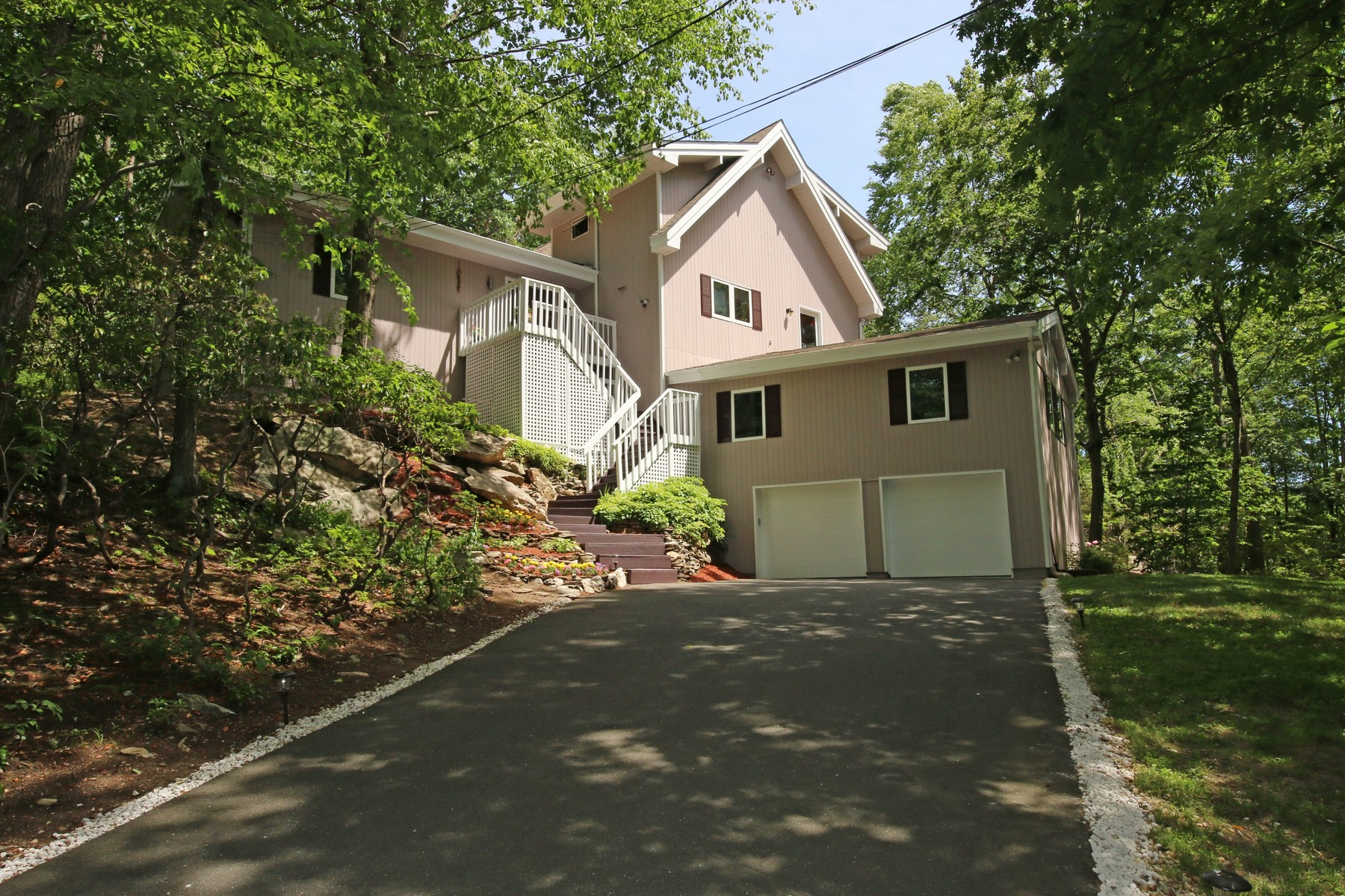 Single Family Home for Sale at Close to Town Modern 38 Casey Lane Ridgefield, Connecticut, 06877 United States