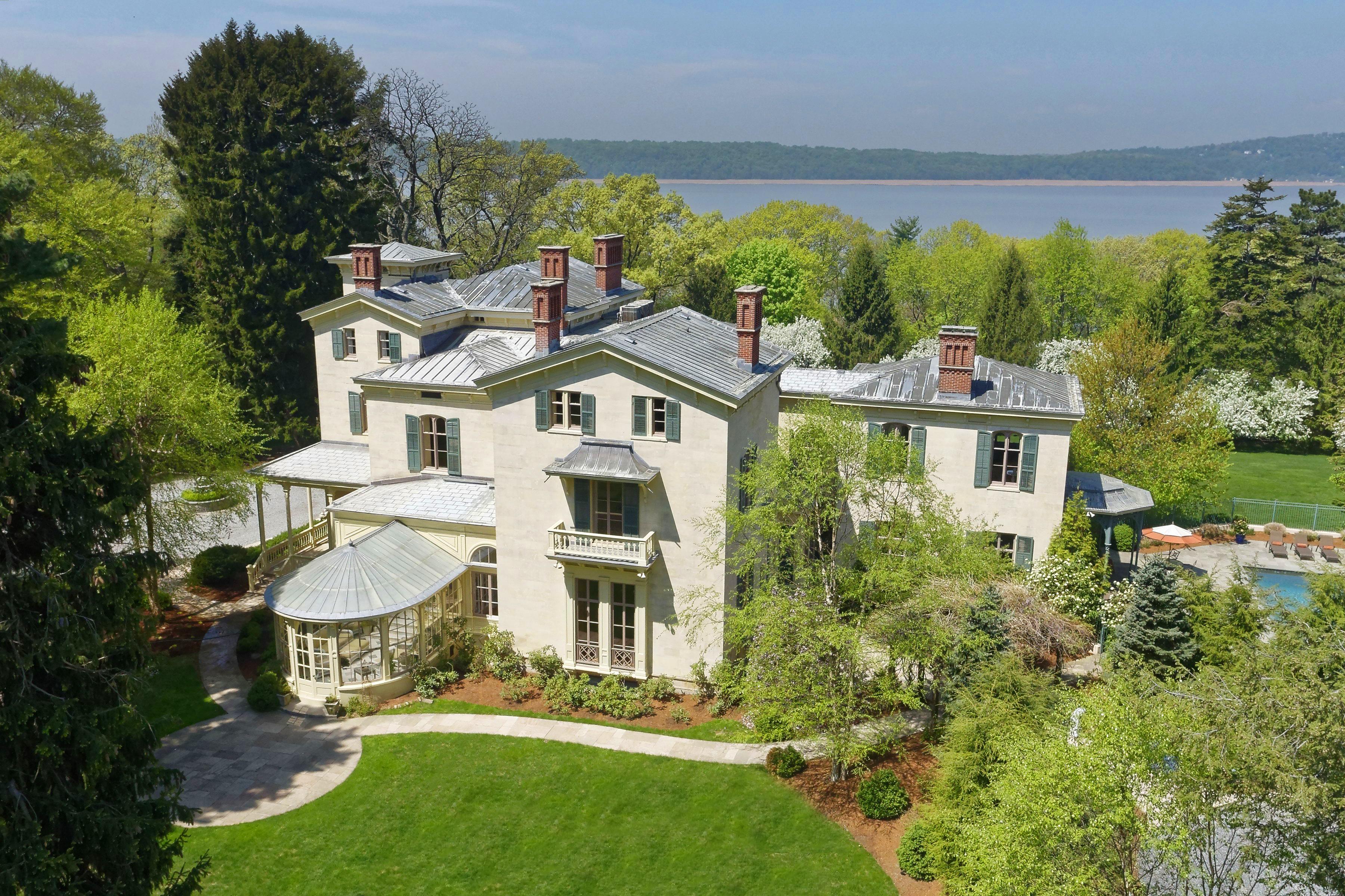 Частный односемейный дом для того Аренда на Hampton Alternative 2 Clifton Place Irvington, Нью-Йорк 10533 Соединенные Штаты