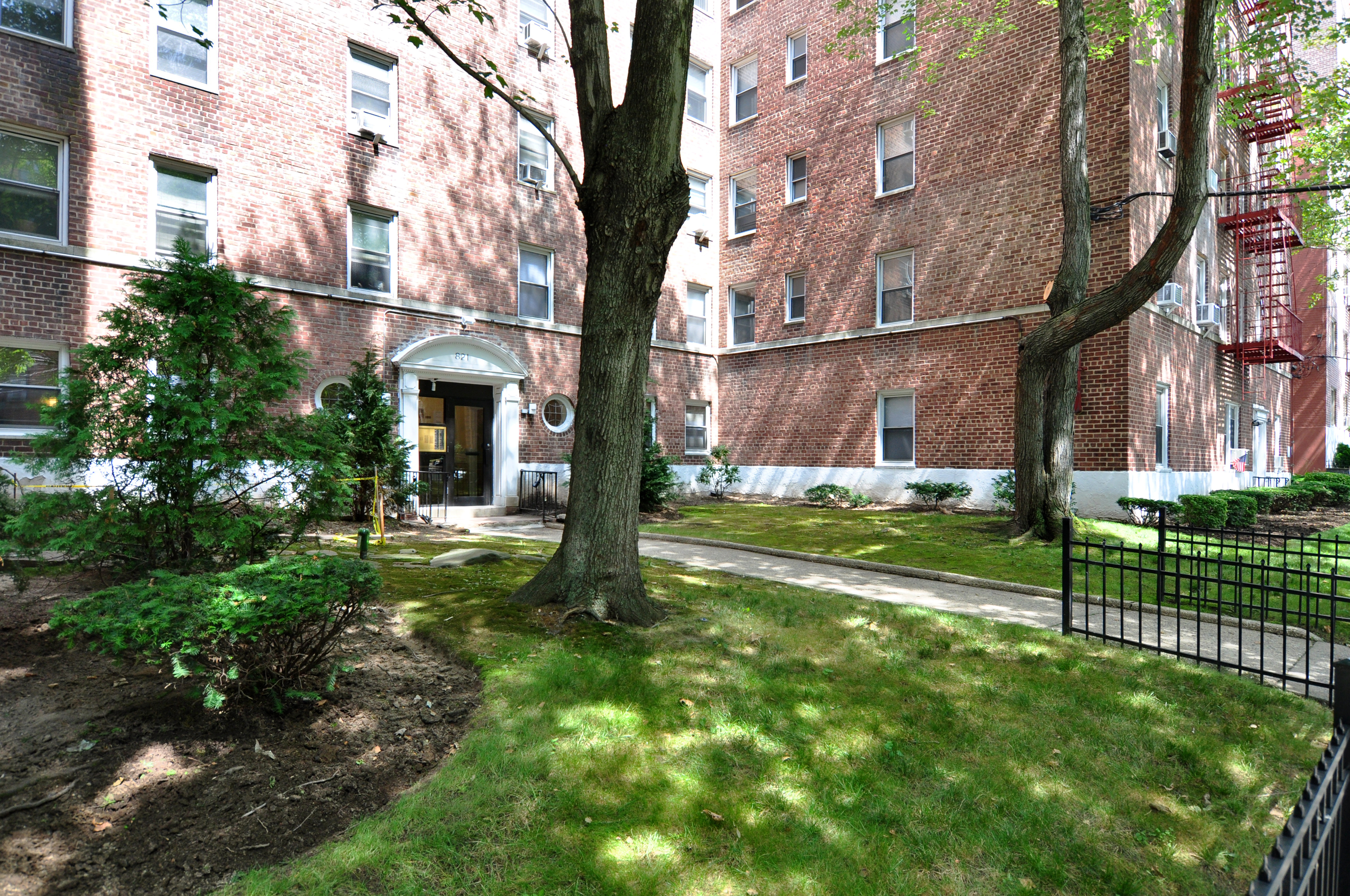 Co-op for Sale at A Commuter's Dream! 821 Bronx River Road 2H Bronxville, New York 10708 United States
