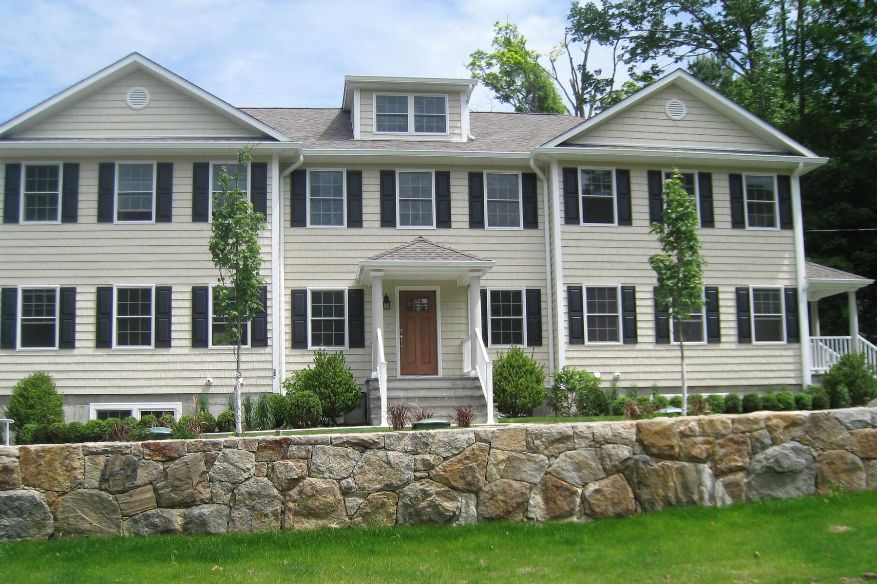 Condominio per Vendita alle ore Walk to Town Location 24c North Street Ridgefield, Connecticut, 06877 Stati Uniti