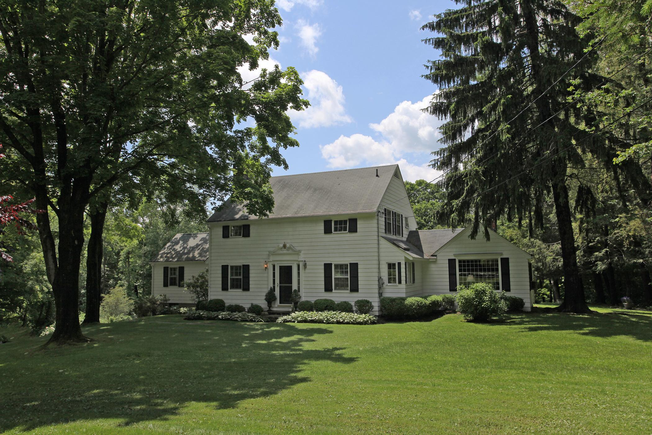 Casa Unifamiliar por un Venta en Charming Plum Hill Colonial 21 Plumb Hill Rd Washington, Connecticut 06793 Estados Unidos