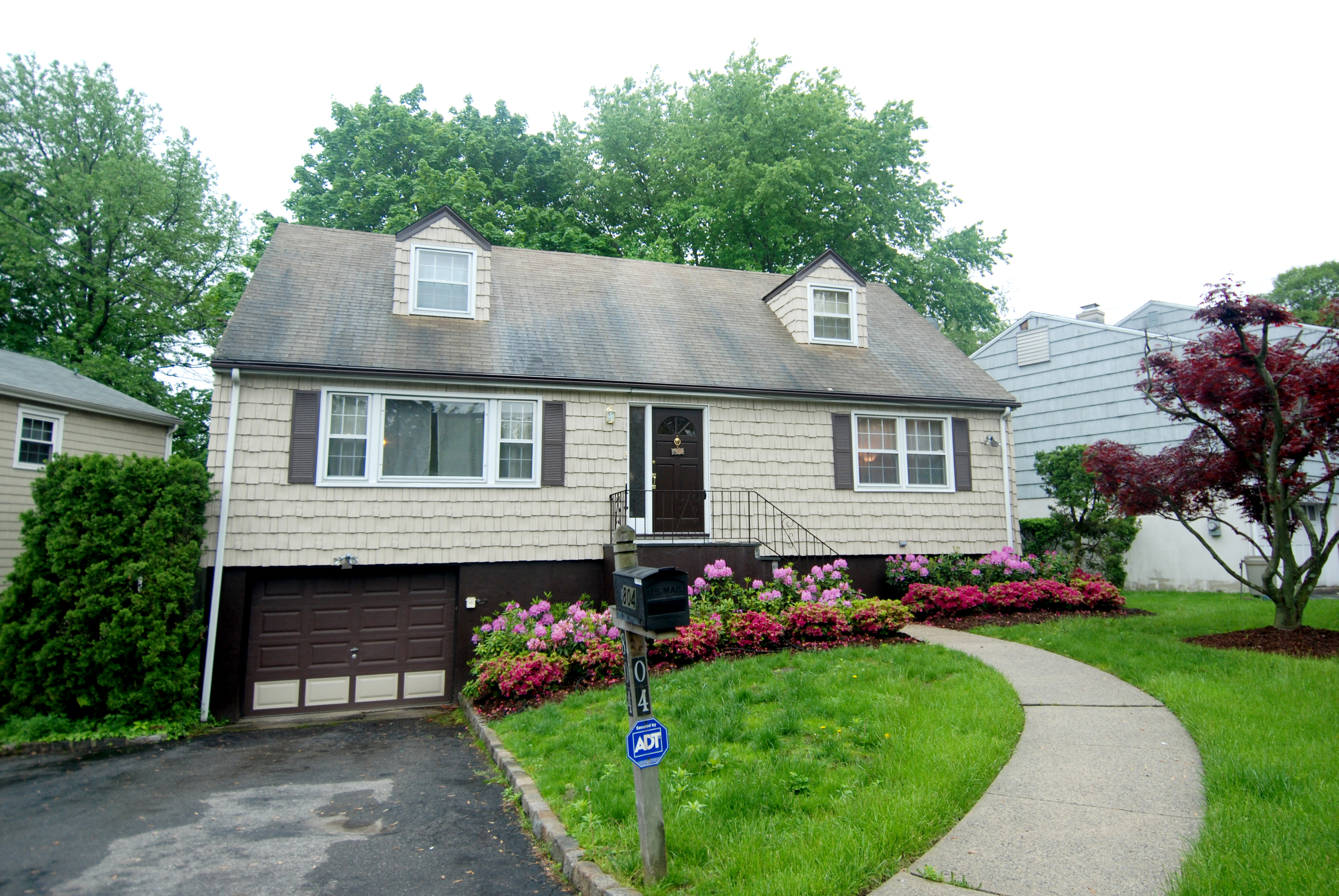 Single Family Home for Sale at Charming Larchmont Cape 804 Rockland Avenue Larchmont, New York 10543 United States