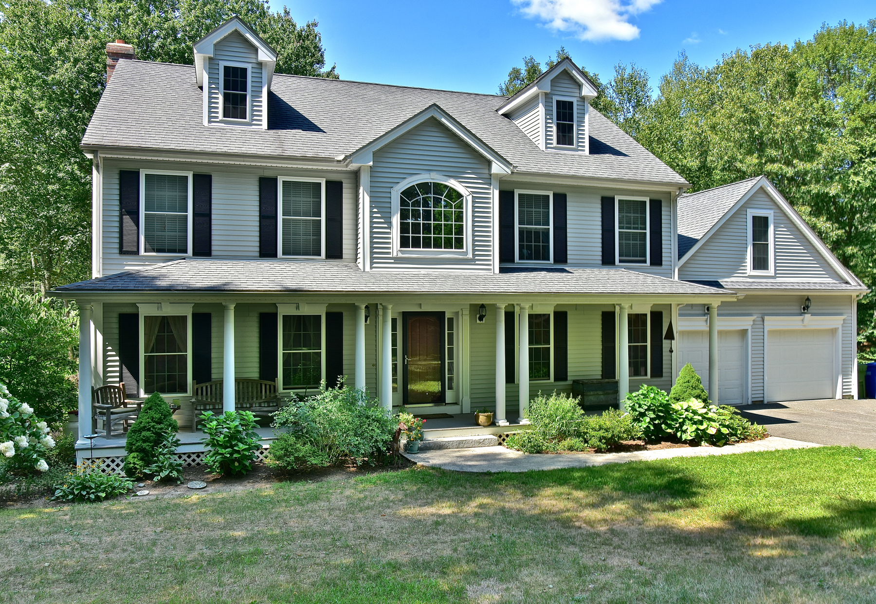 Moradia para Venda às Well Maintained Waterfront Home 117 Falls Landing Rd Deep River, Connecticut, 06417 Estados Unidos