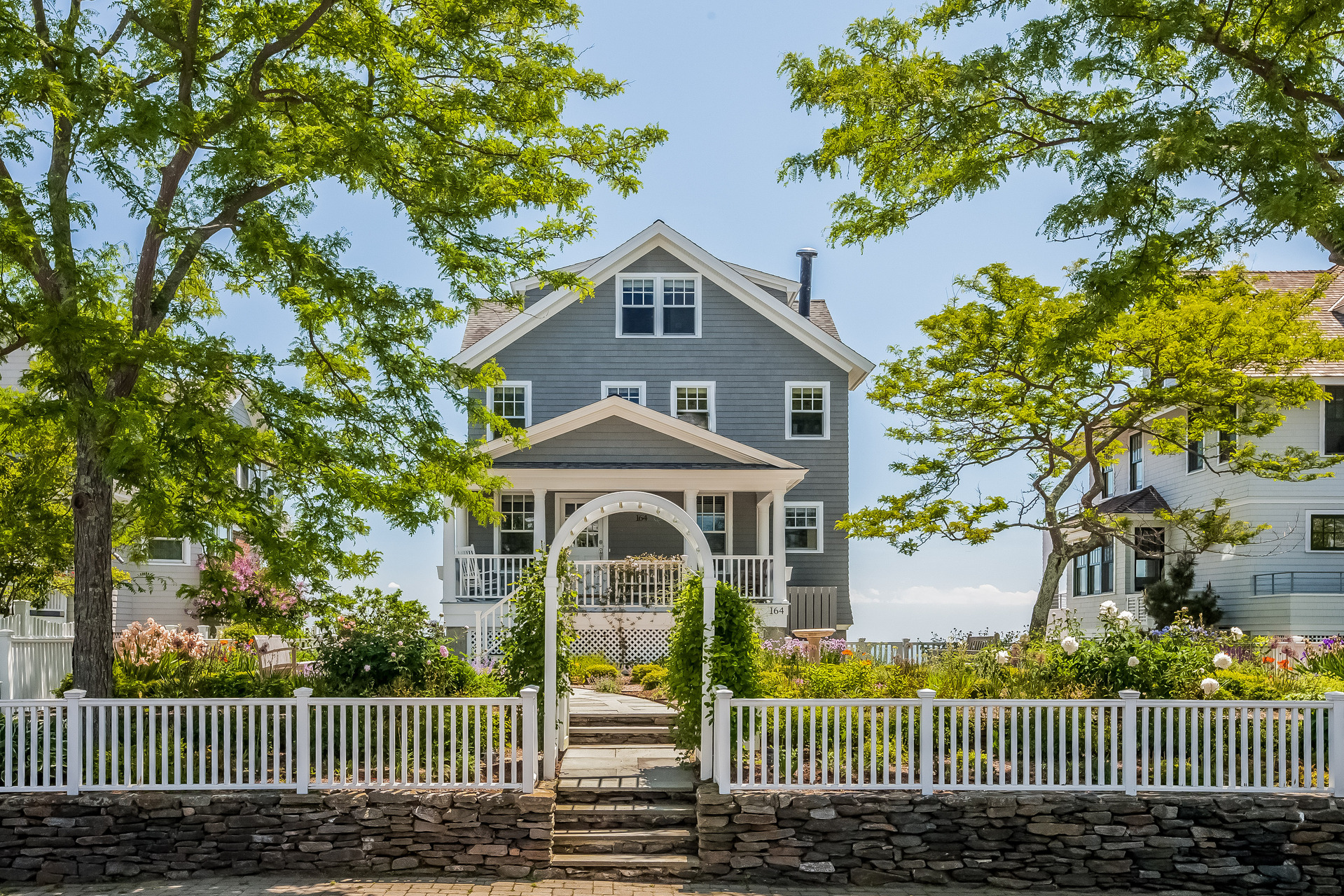 Vivienda unifamiliar por un Venta en 163/164 Middle Beach Rd Madison, Connecticut 06443 Estados Unidos