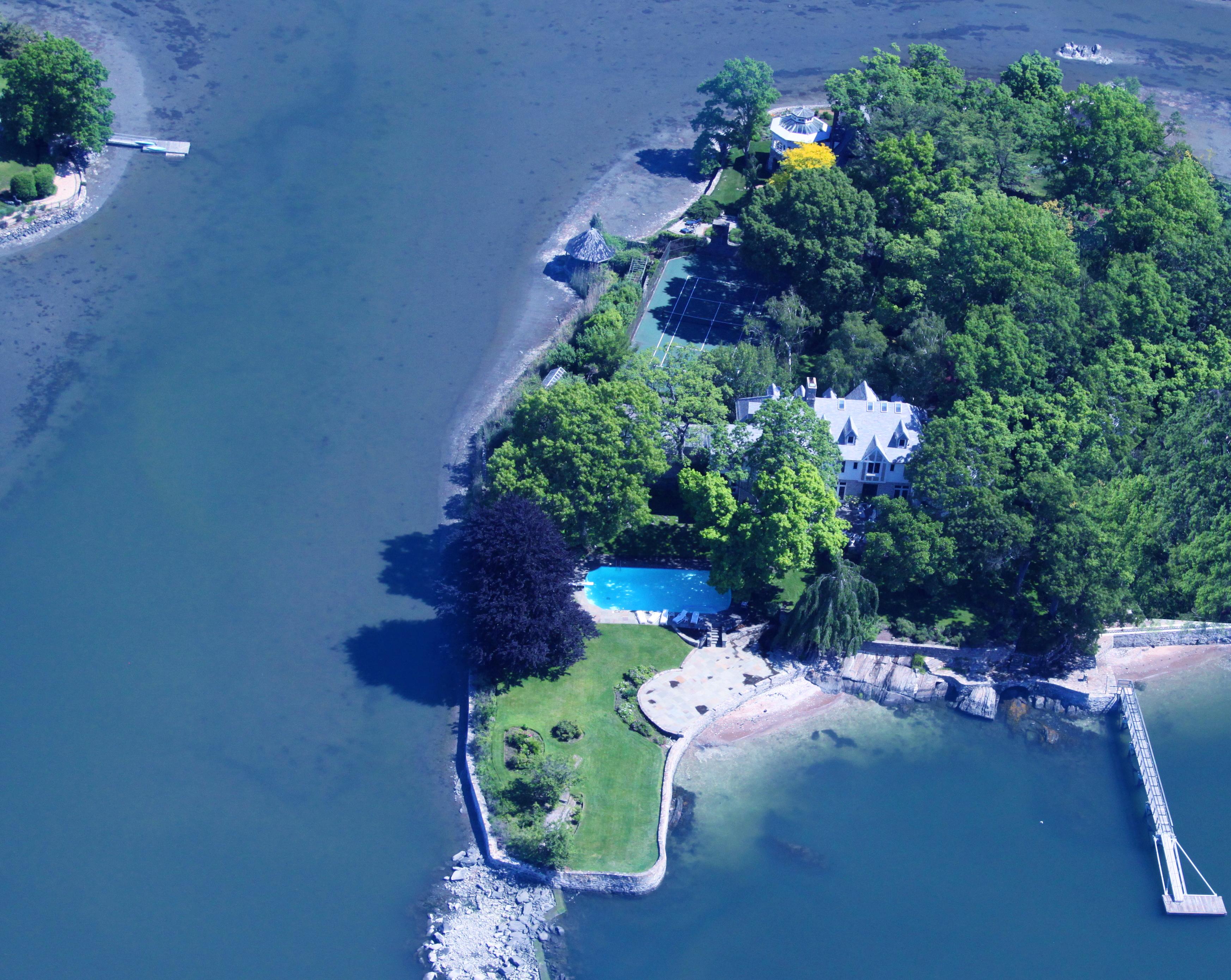 """Частный односемейный дом для того Продажа на Introducing """"Watersmeet"""" 1 Shore Road Rye, Нью-Йорк 10580 Соединенные Штаты"""