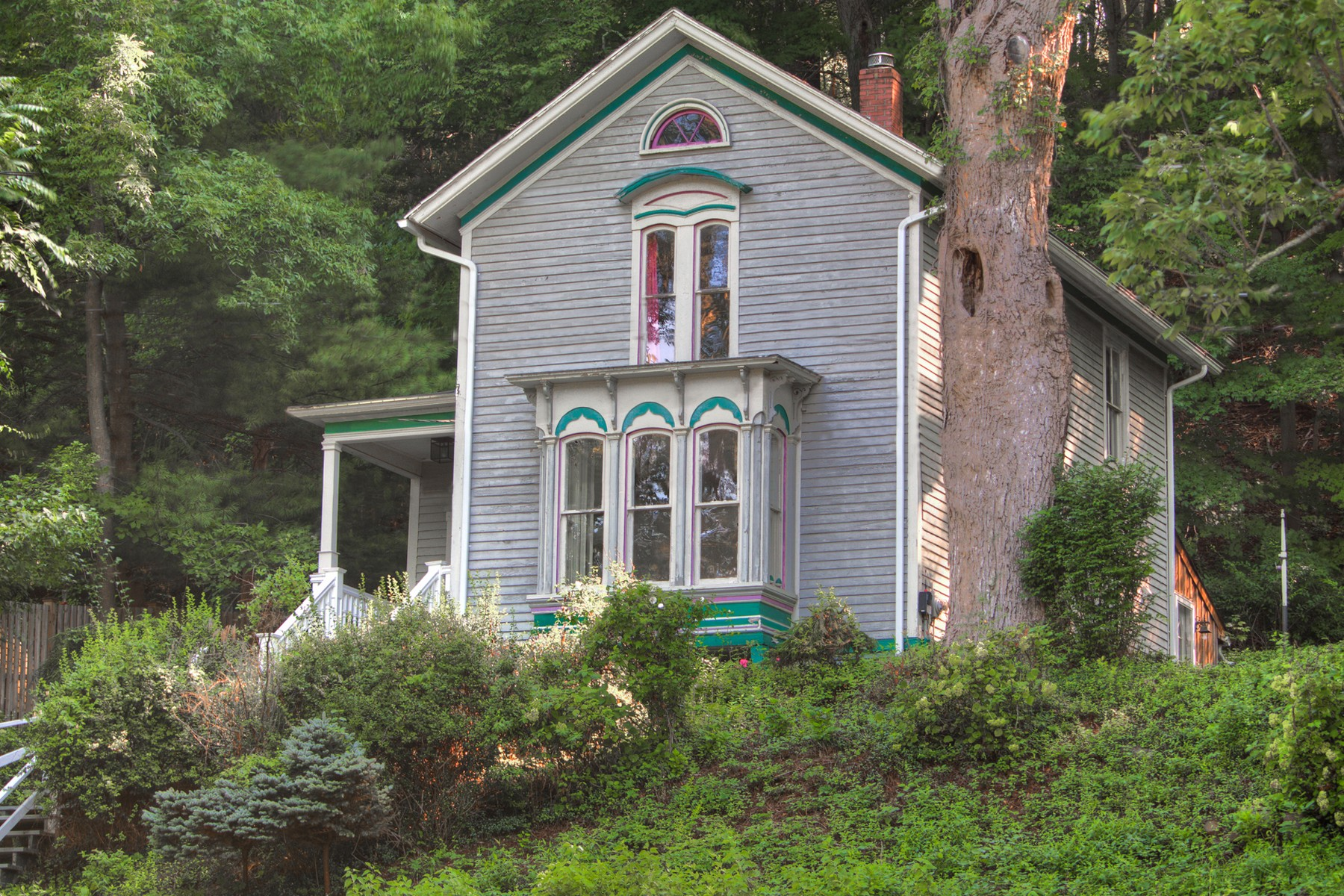 Nhà ở một gia đình vì Bán tại Walk To Shops, Galleries, Dining, Beaches And Boating 44 Creamery Rd East Haddam, Connecticut, 06423 Hoa Kỳ