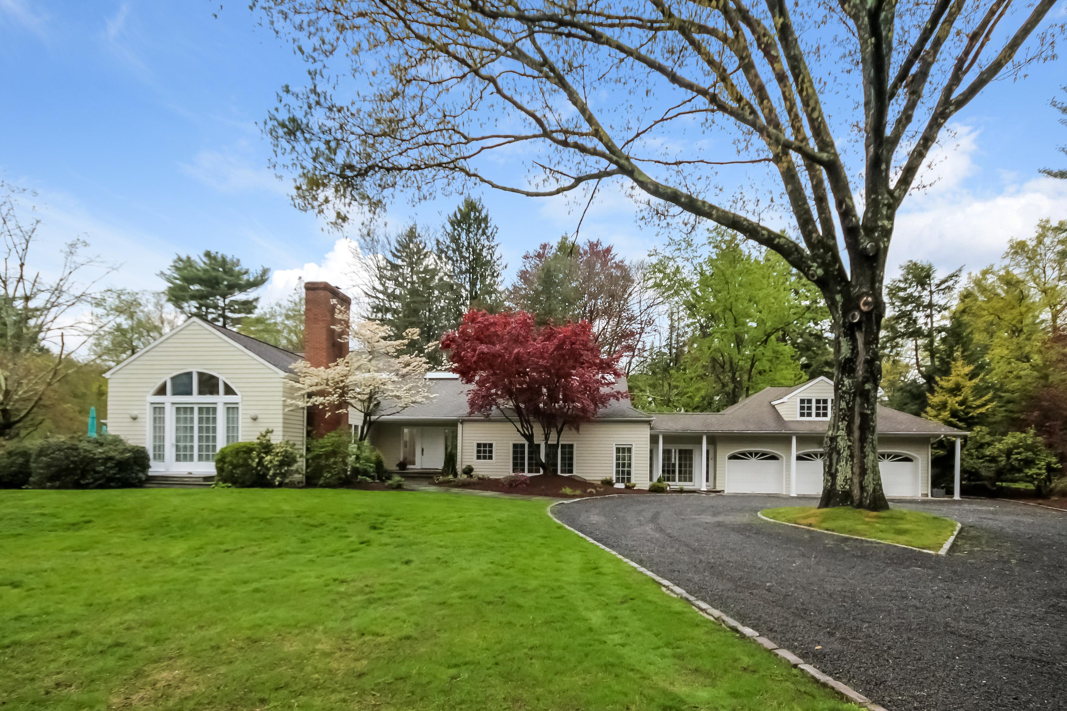 Частный односемейный дом для того Продажа на Distinctive Home and Property 93 Easton Road Westport, Коннектикут, 06880 Соединенные Штаты