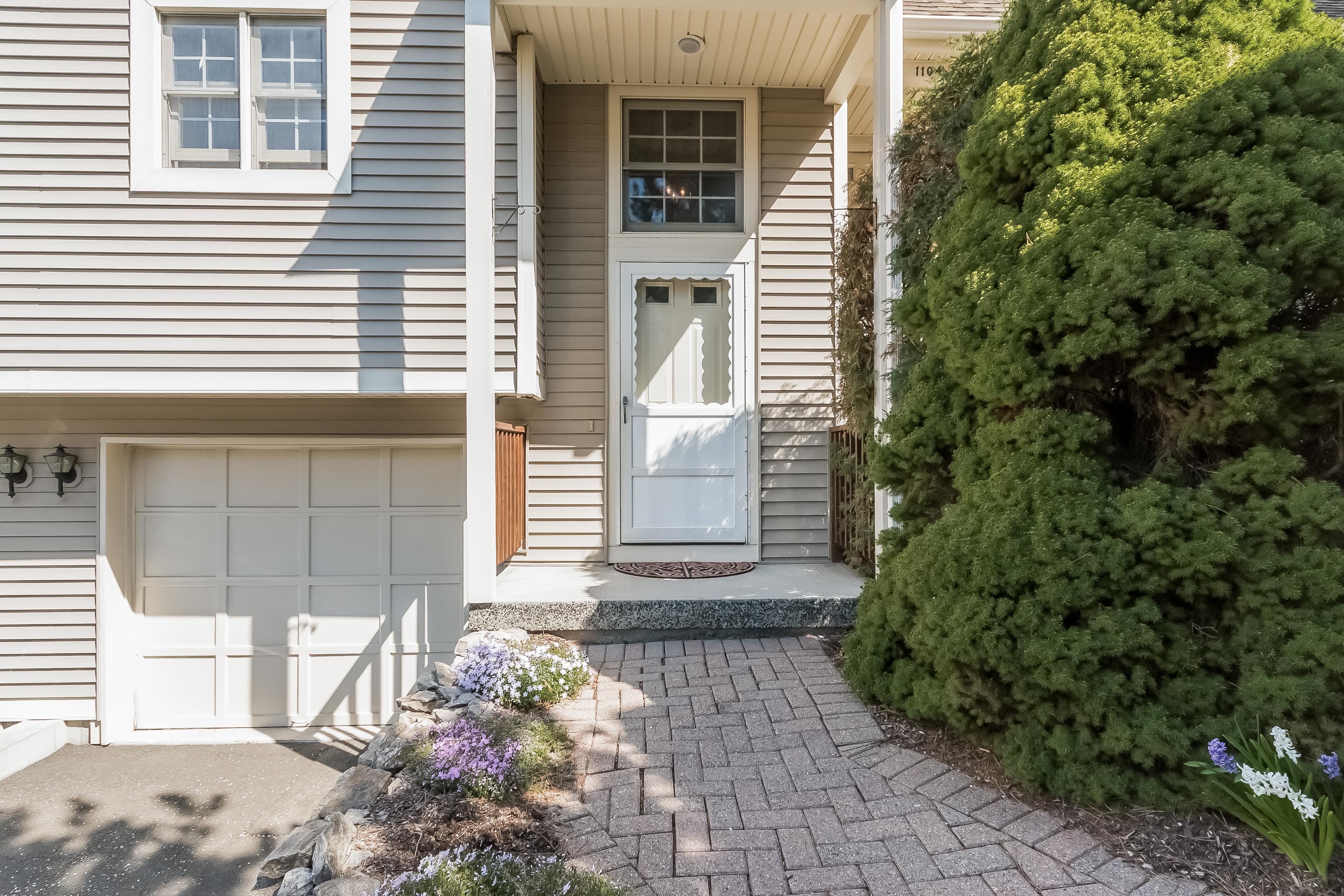 Appartement en copropriété pour l Vente à Foxboro Court Townhome 1105 Foxboro Drive 1105 Norwalk, Connecticut, 06851 États-Unis