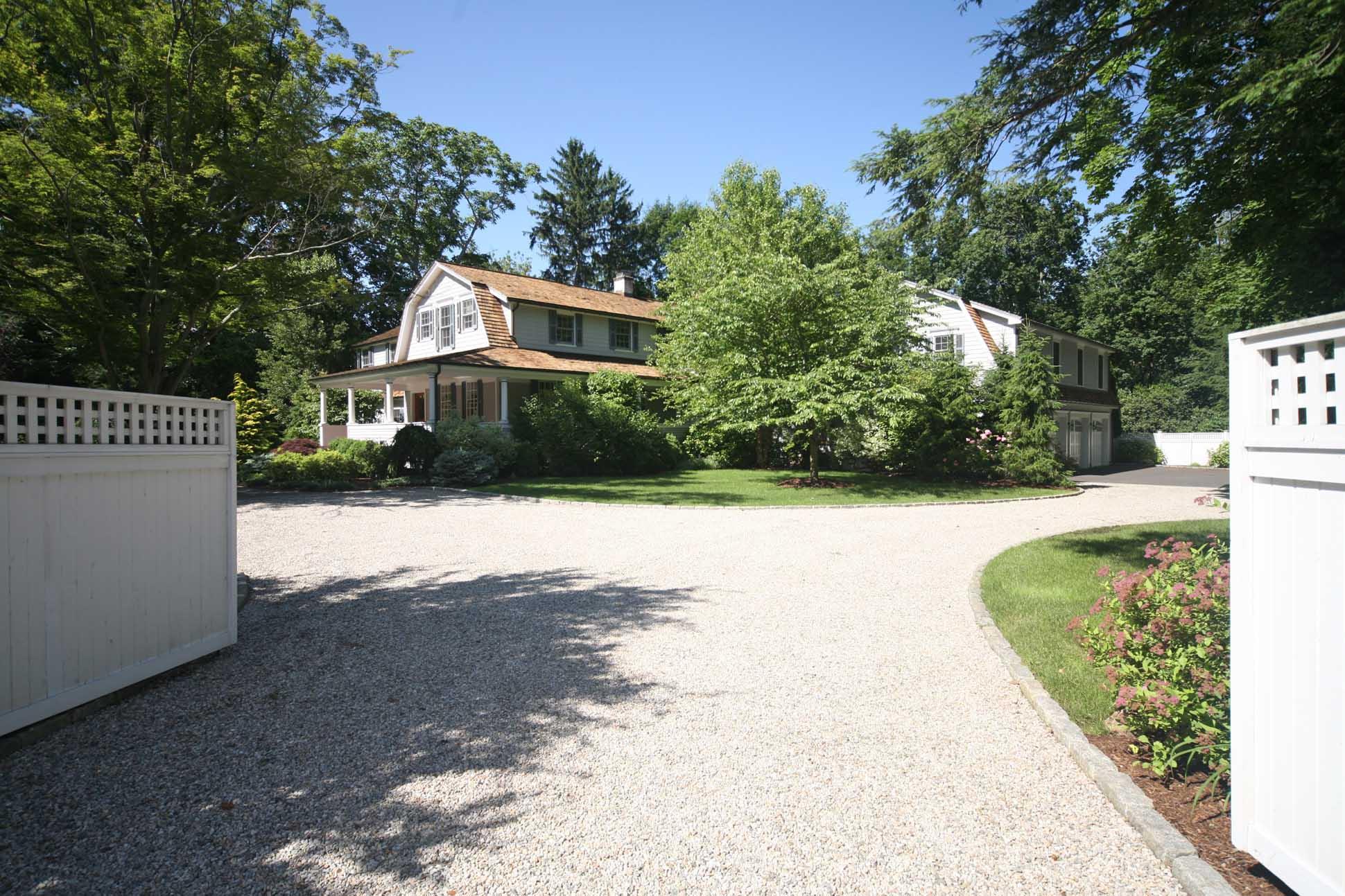 Casa para uma família para Venda às Today's Country Estate 202 Mansfield Avenue Darien, Connecticut 06820 Estados Unidos
