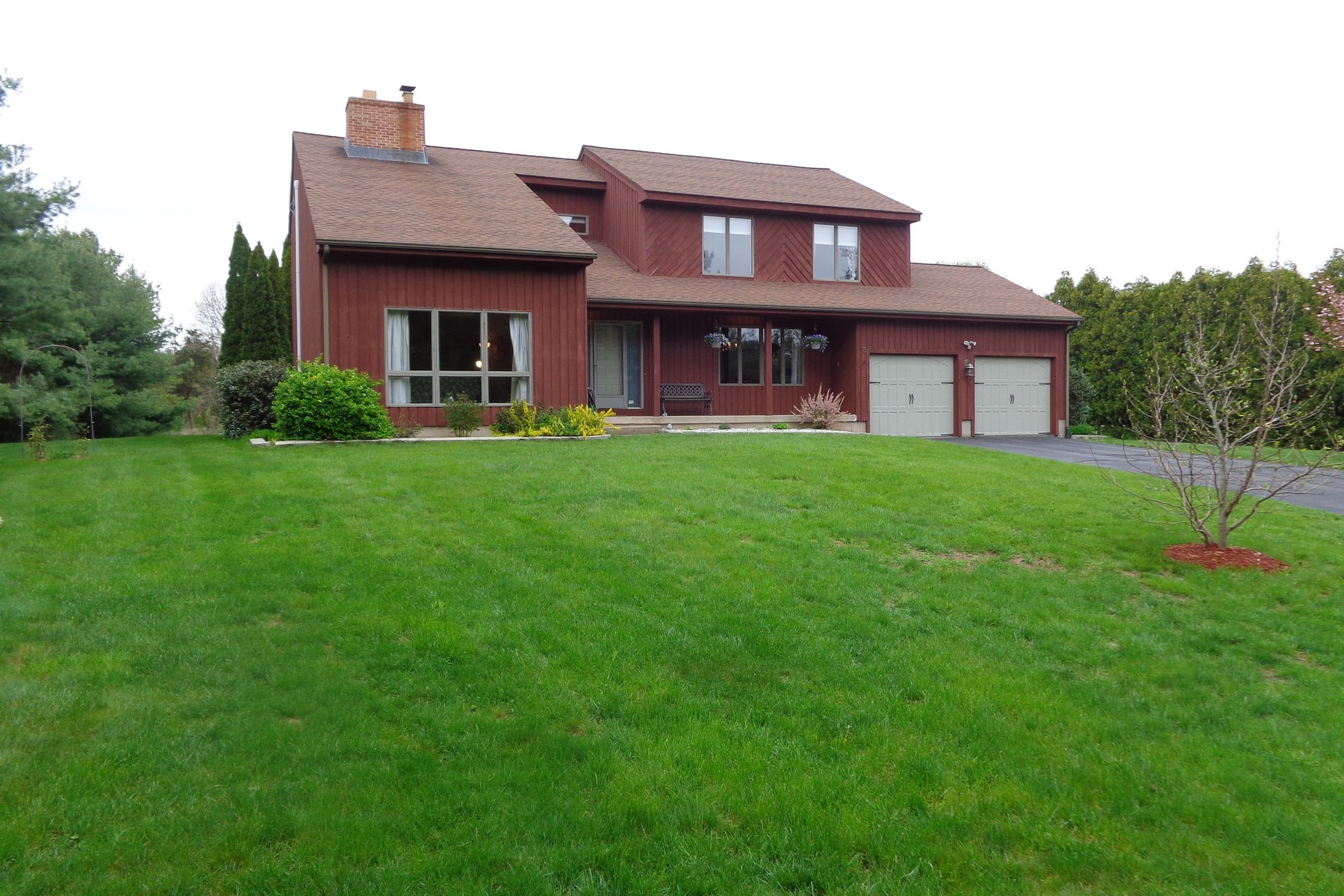 独户住宅 为 销售 在 Lovely Contemporary Home 15 Harris Rd Avon, 康涅狄格州, 06001 美国