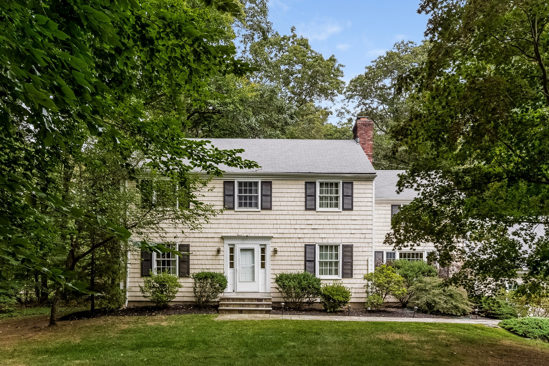 Vivienda unifamiliar por un Venta en Impeccable Colonial 119 Rising Ridge Road Ridgefield, Connecticut 06877 Estados Unidos