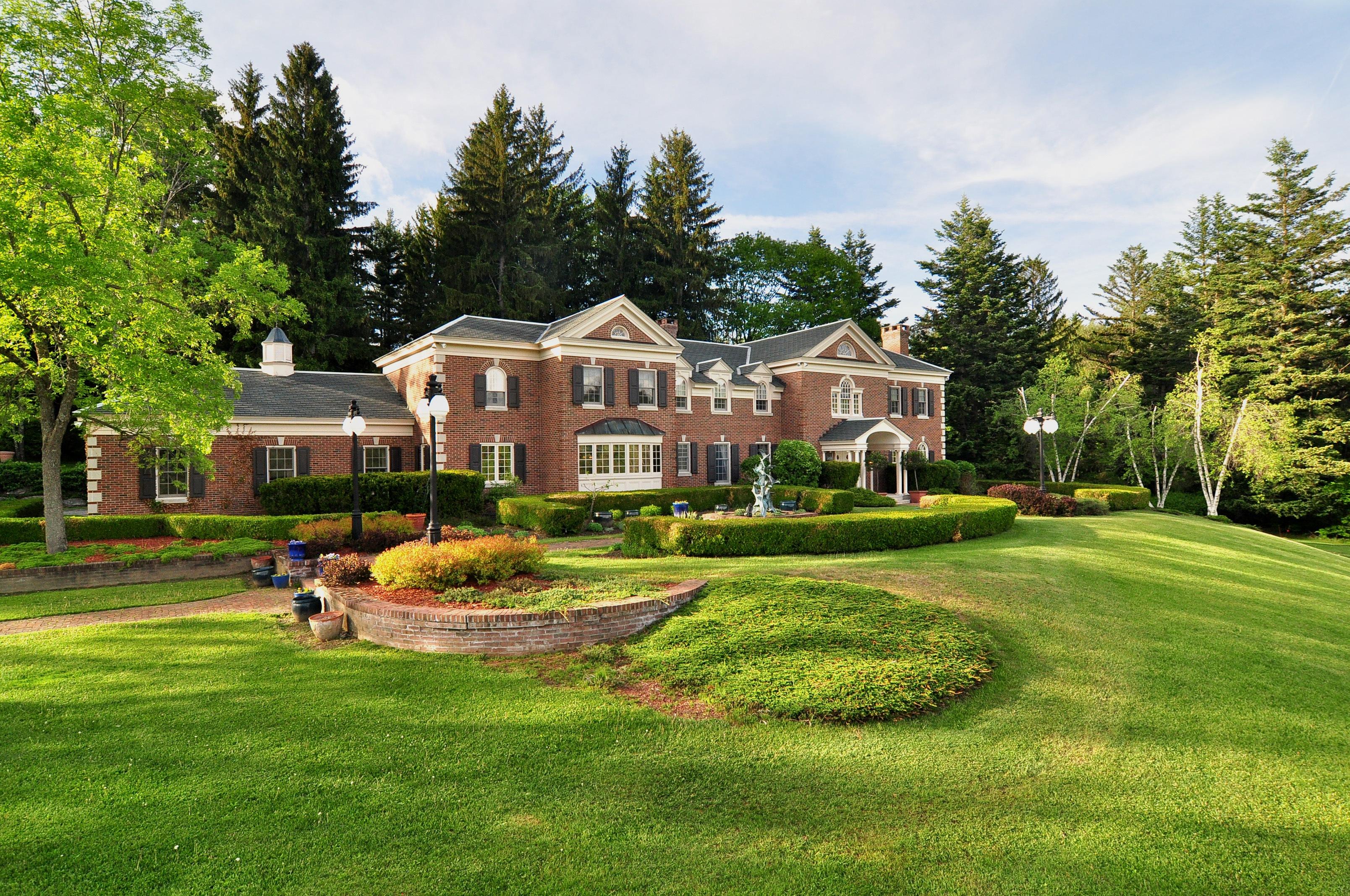 단독 가정 주택 용 매매 에 Spectacular 36-acre Estate Steps from Tanglewood 79 Hawthorne St Stockbridge, 매사추세츠 01262 미국