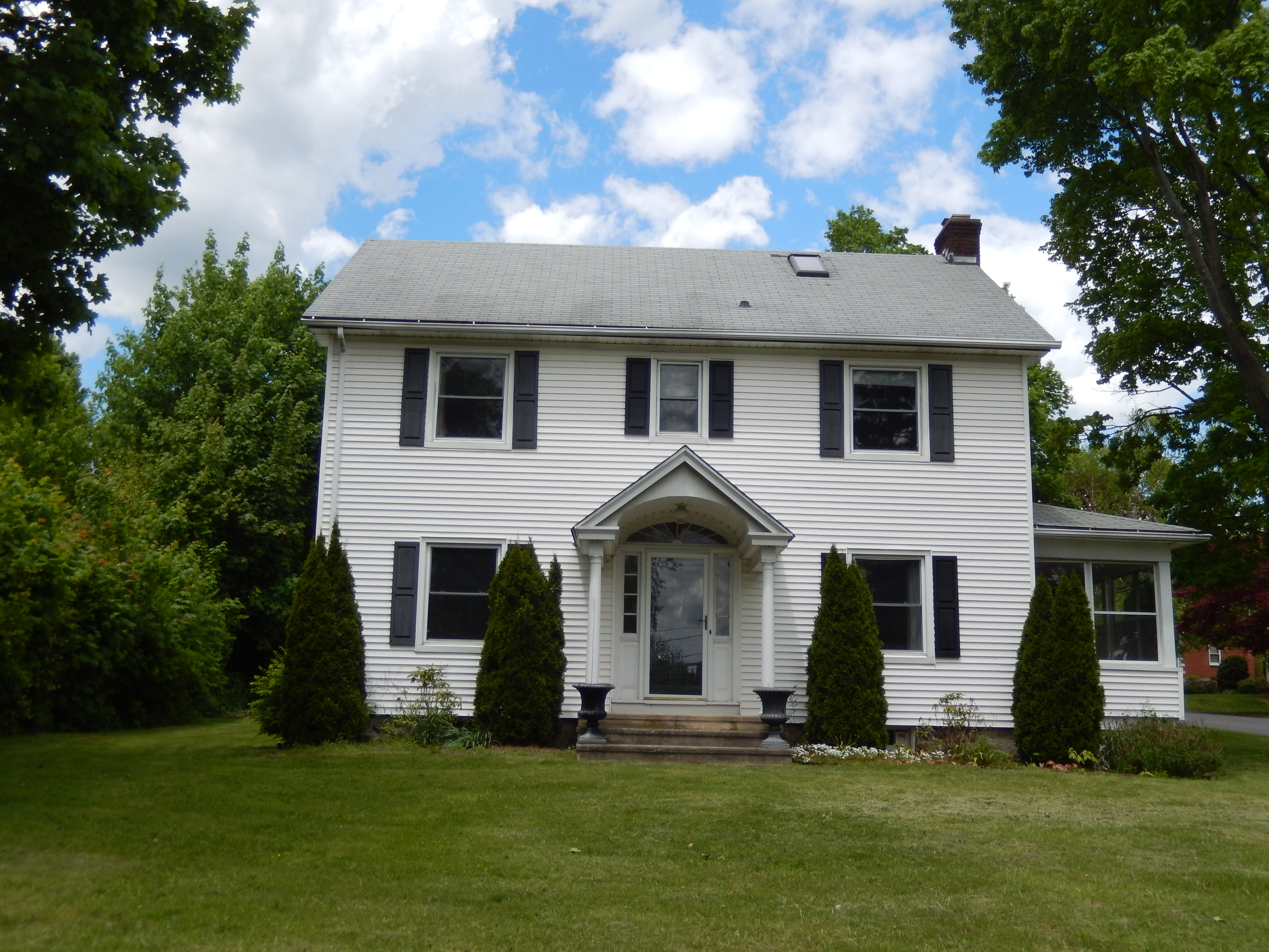 Single Family Home for Sale at Antique Colonial 2 Lawncrest Road Danbury, Connecticut, 06810 United States