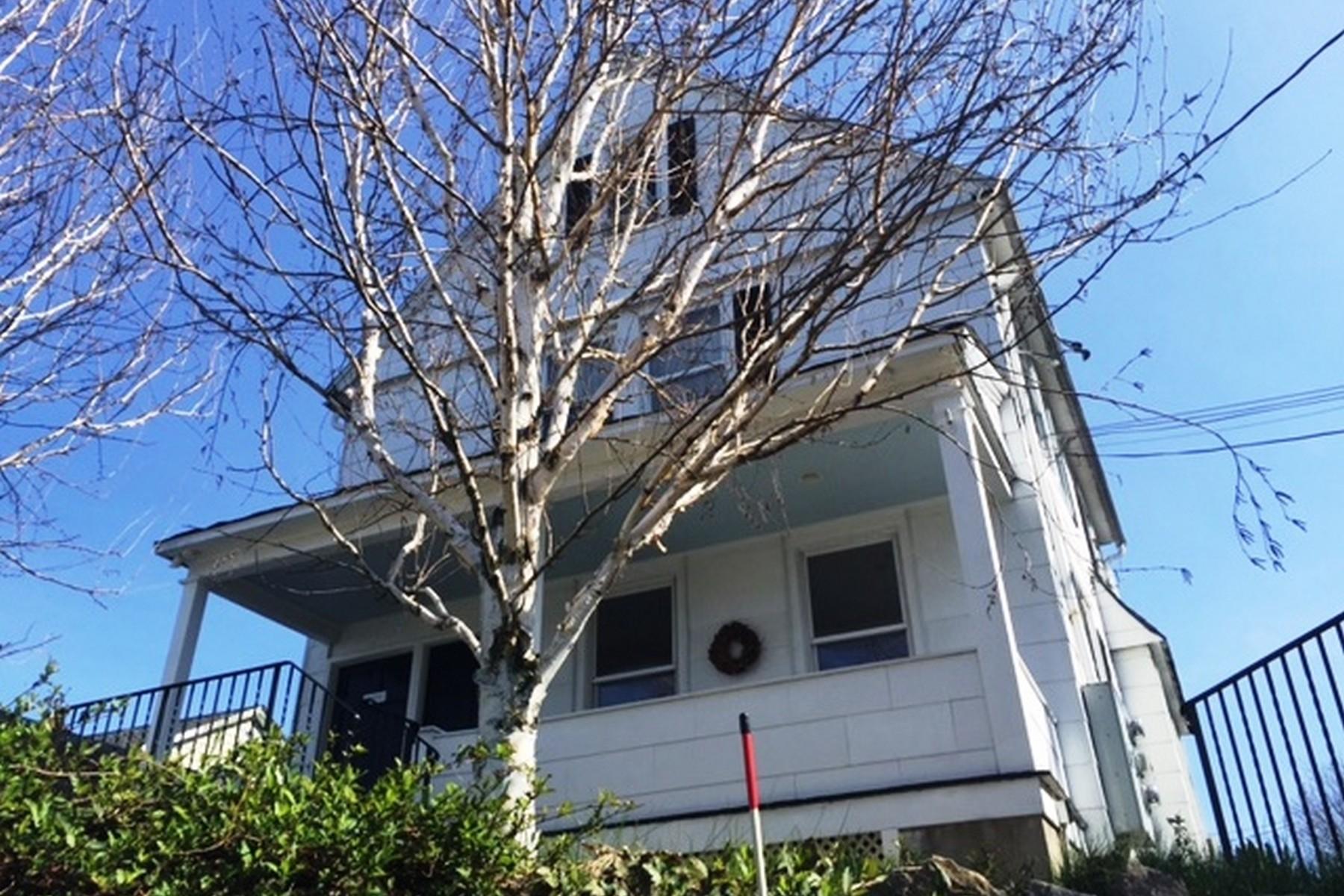 Villa per Vendita alle ore Glenville Colonial 406 West Putnam Avenue Greenwich, Connecticut, 06830 Stati Uniti