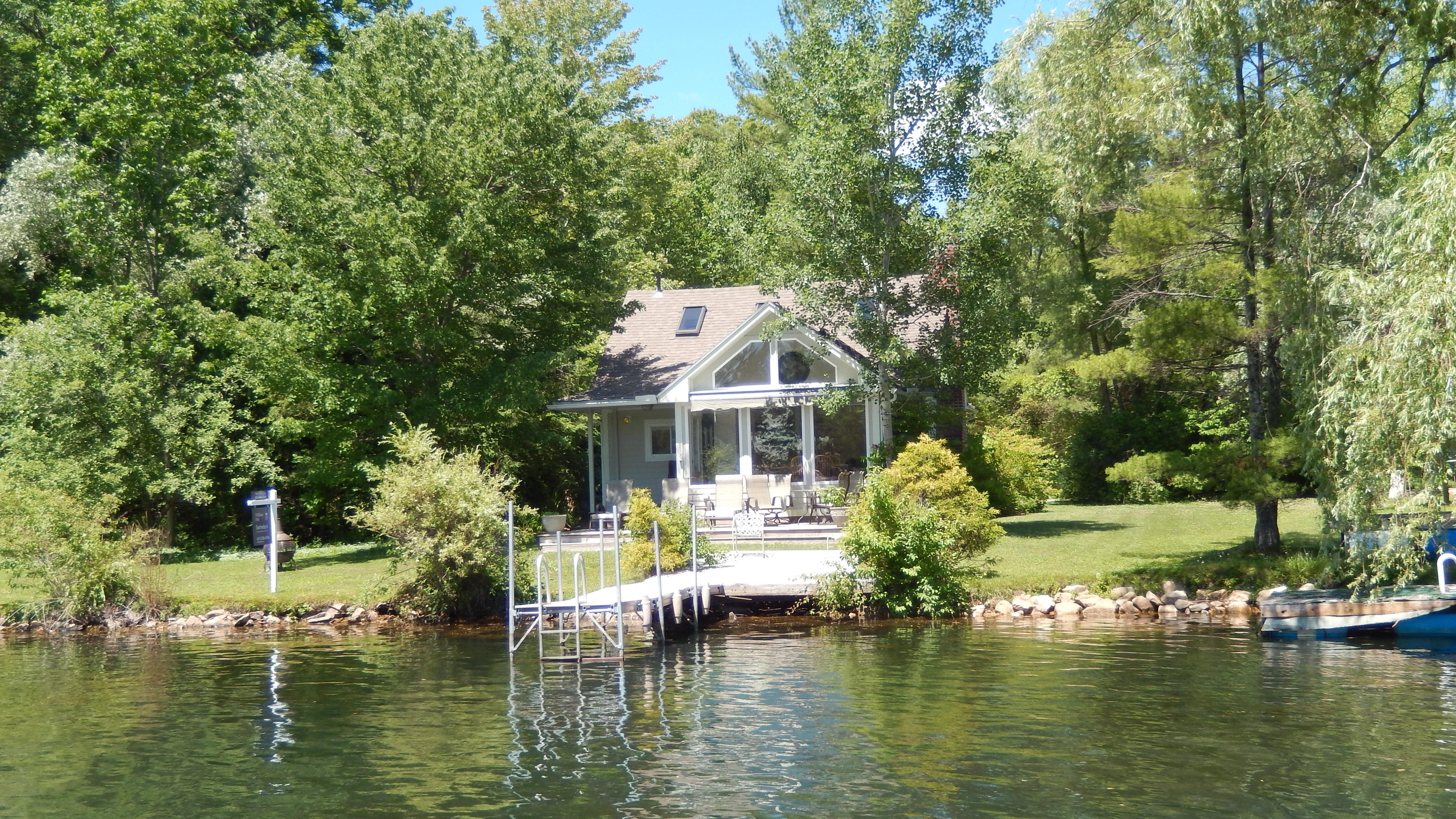 Частный односемейный дом для того Продажа на 4 Season Lake Buel Waterfront 12 Hebert Cove Monterey, Массачусетс, 01245 Соединенные Штаты