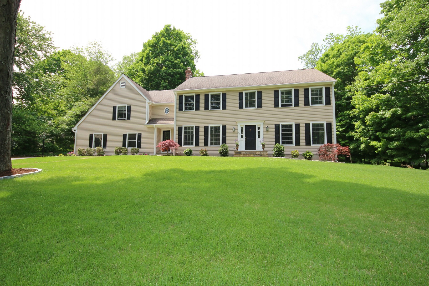 Vivienda unifamiliar por un Venta en Like New Colonial 37 Jefferson Drive Ridgefield, Connecticut, 06877 Estados Unidos