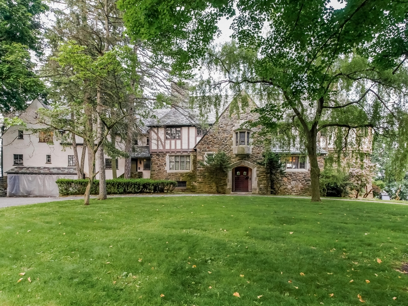 Single Family Home for Sale at Fabulous waterfront property 5 Guion Road Rye, New York 10580 United States