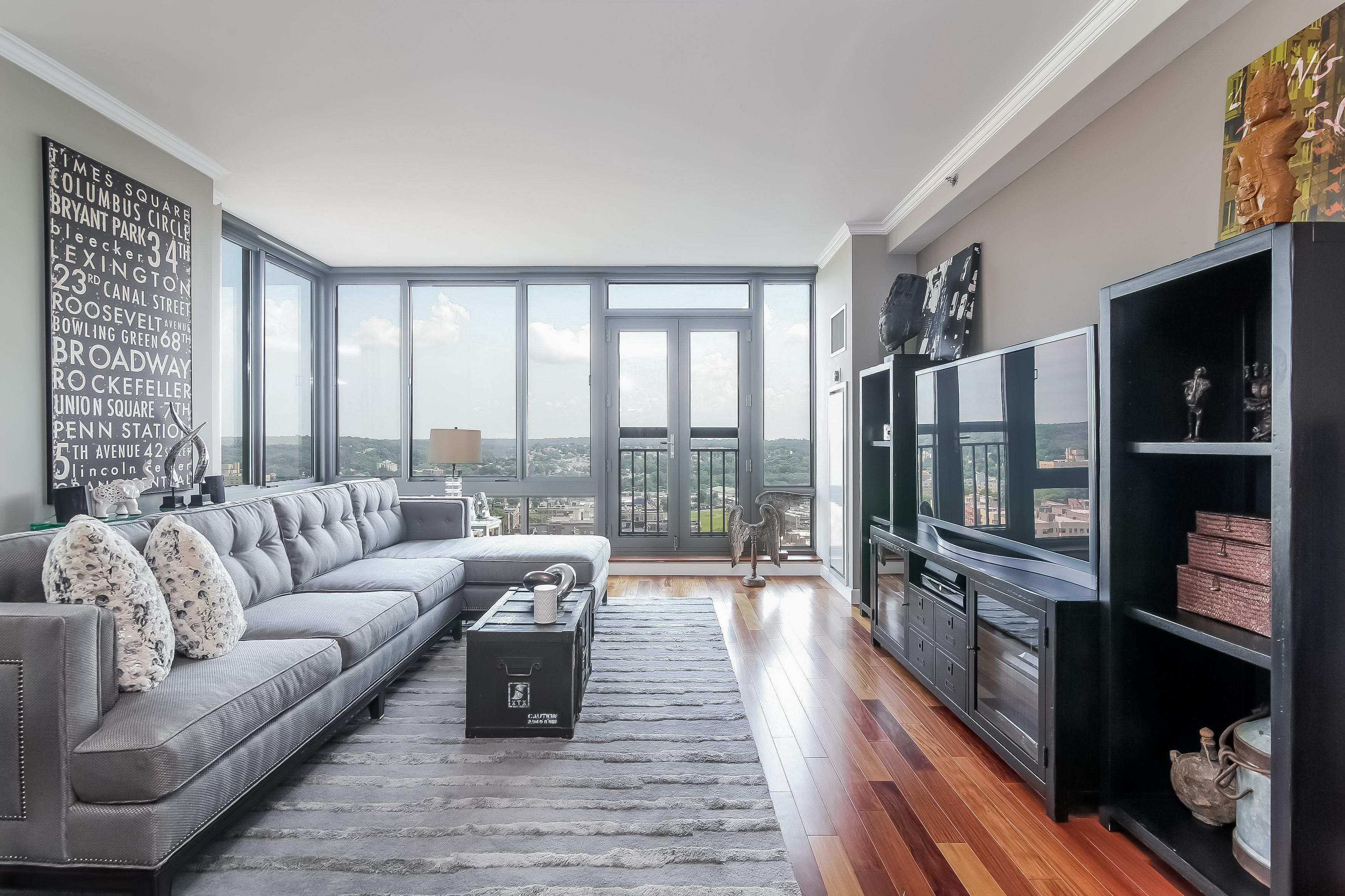 Eigentumswohnung für Verkauf beim Luxurious, Sleek & Extraordinary Desirable Unit 10 City Place 20E White Plains, New York 10601 Vereinigte Staaten