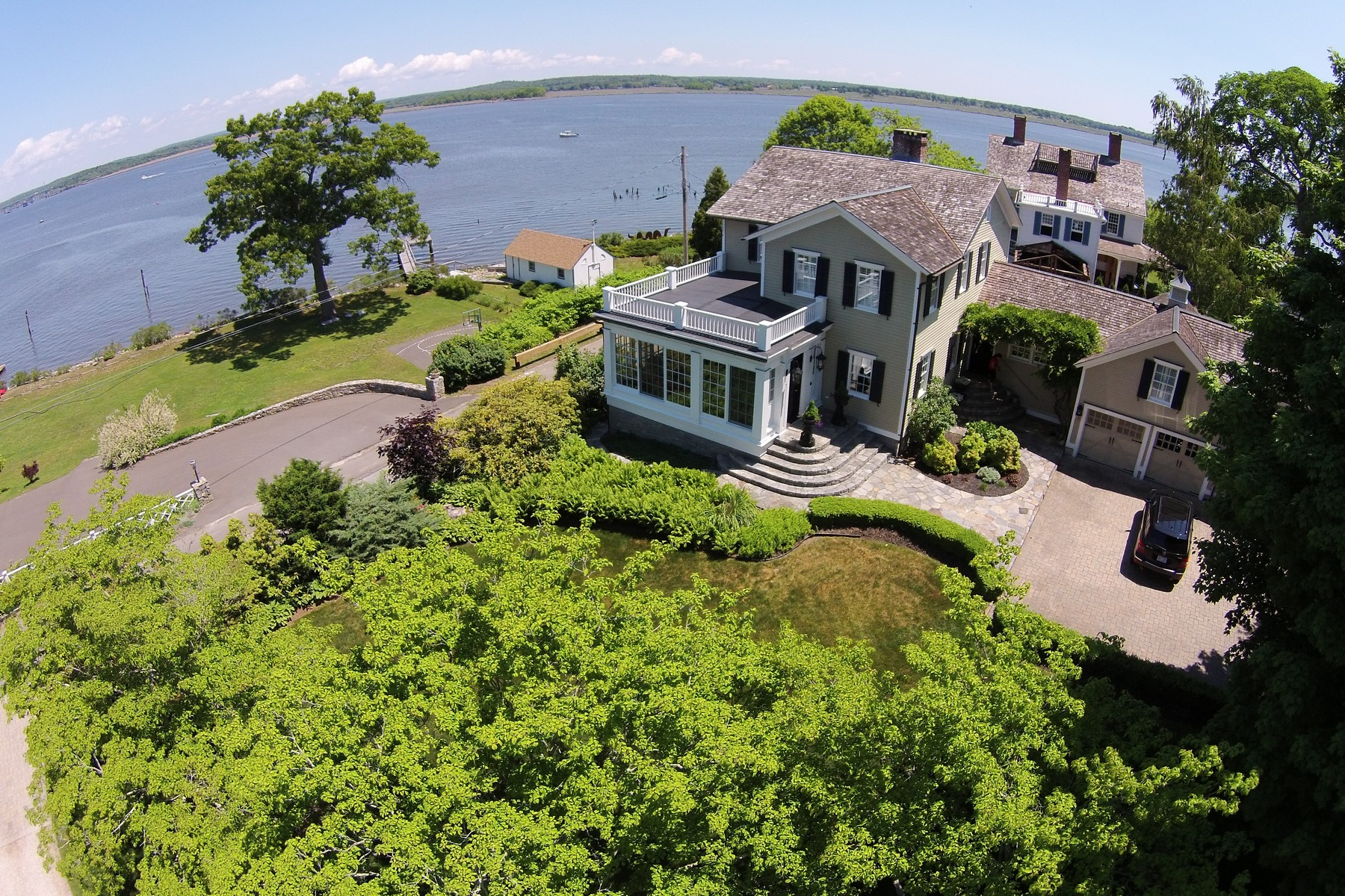 Villa per Vendita alle ore Historic Home with Views of Ct River 184 North Cove Rd Old Saybrook, Connecticut 06475 Stati Uniti