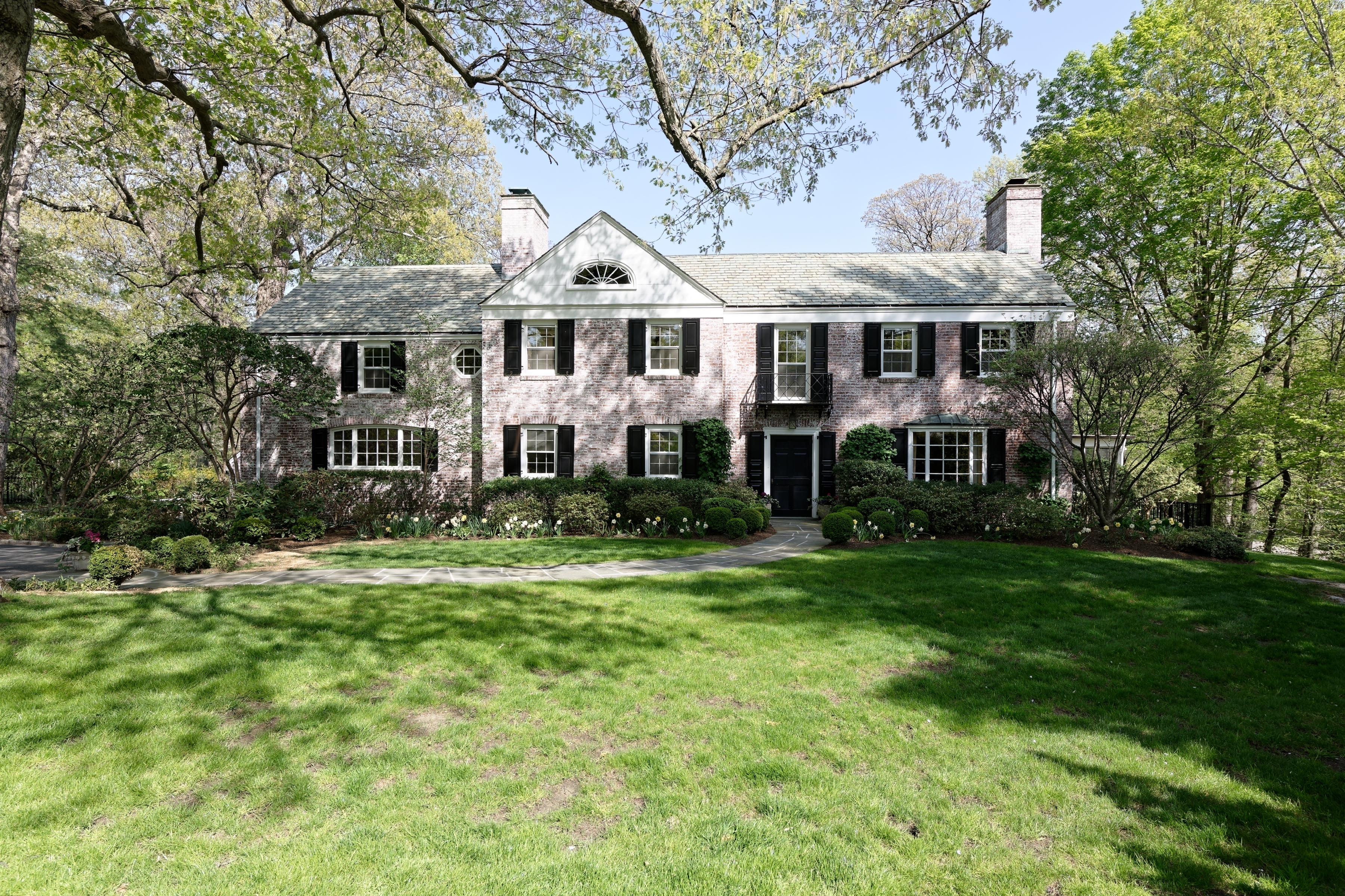 Single Family Home for Sale at 7 Franklin Lane Harrison, New York 10528 United States
