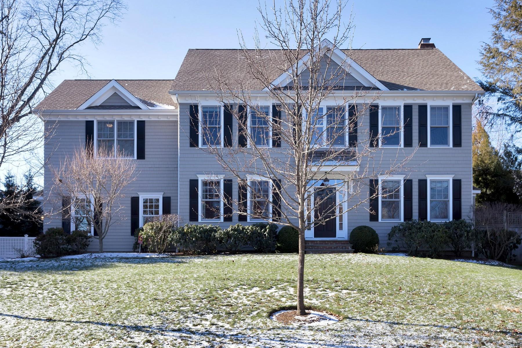 Частный односемейный дом для того Продажа на GREENS FARMS COLONAIL 3 Garden Lane Westport, Коннектикут, 06880 Соединенные Штаты