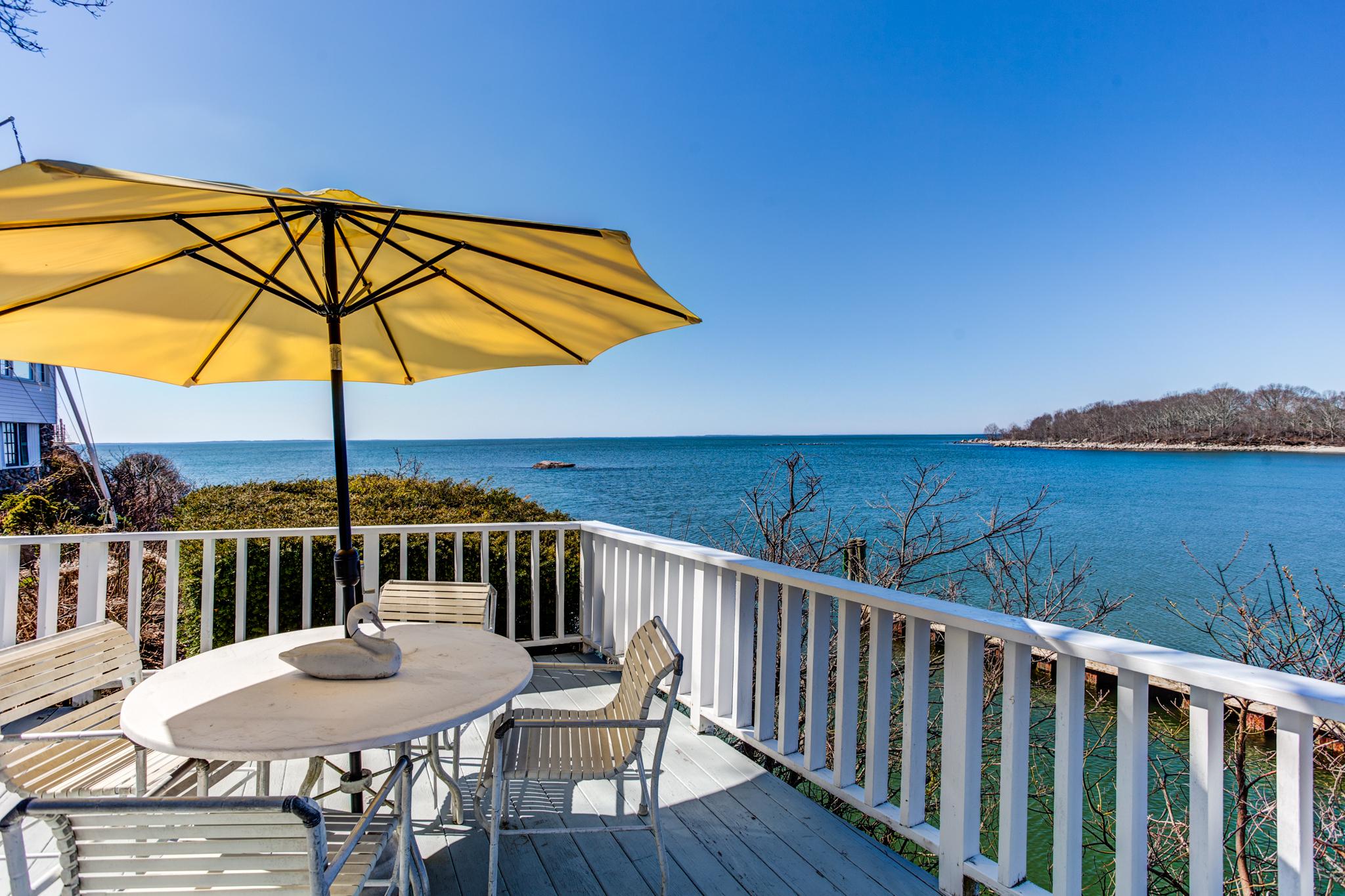 Einfamilienhaus für Verkauf beim Waterfront Home 109-1 Hillcrest Road Old Lyme, Connecticut 06371 Vereinigte Staaten