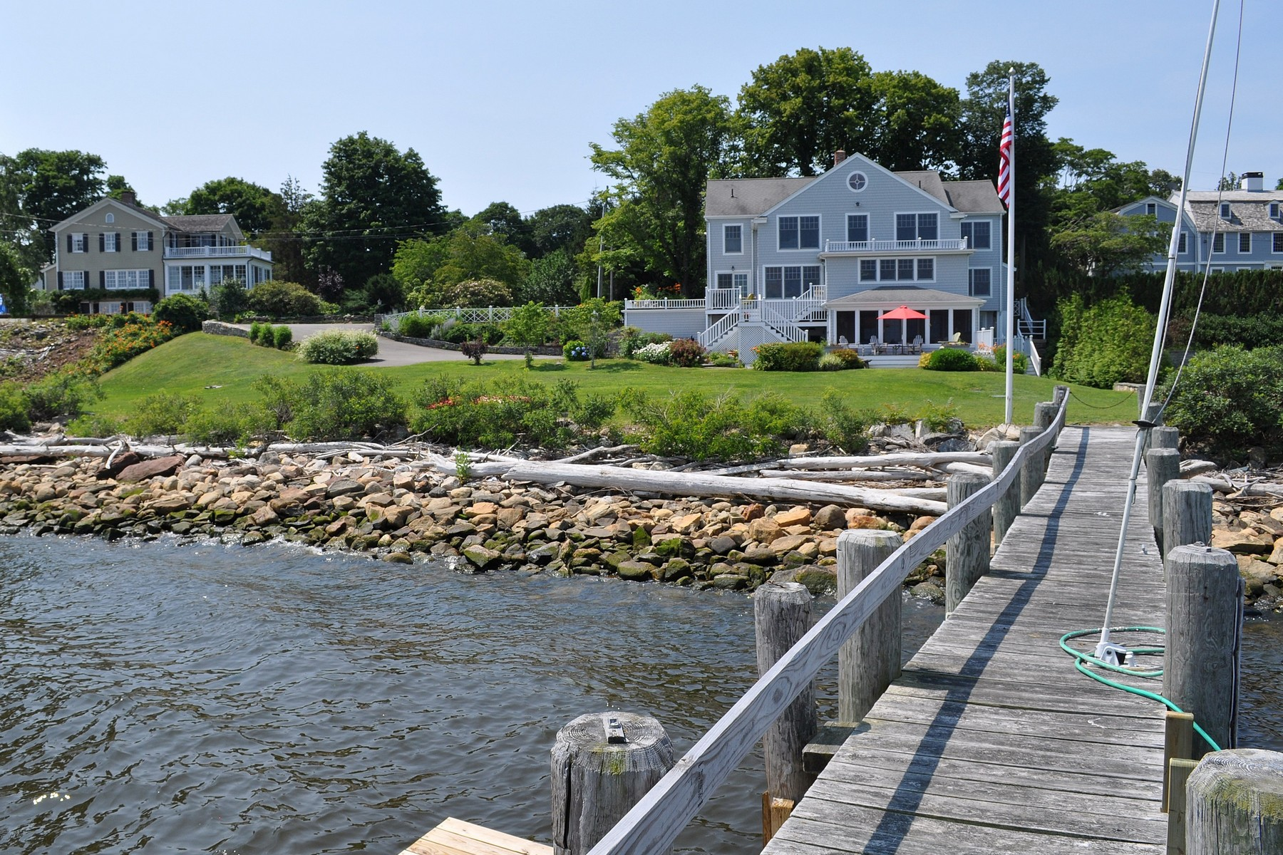 Villa per Vendita alle ore Secluded Harbor of North Cove 201 North Cove Rd Old Saybrook, Connecticut 06475 Stati Uniti