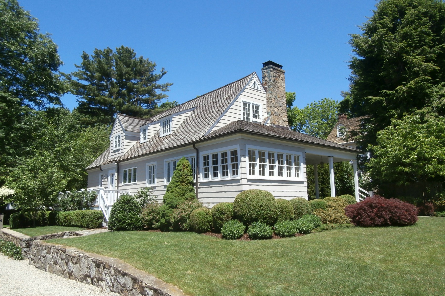 Single Family Home for Sale at THE COTTAGE ON WILLOW 194 Willow Street Southport, Fairfield, Connecticut, 06890 United States