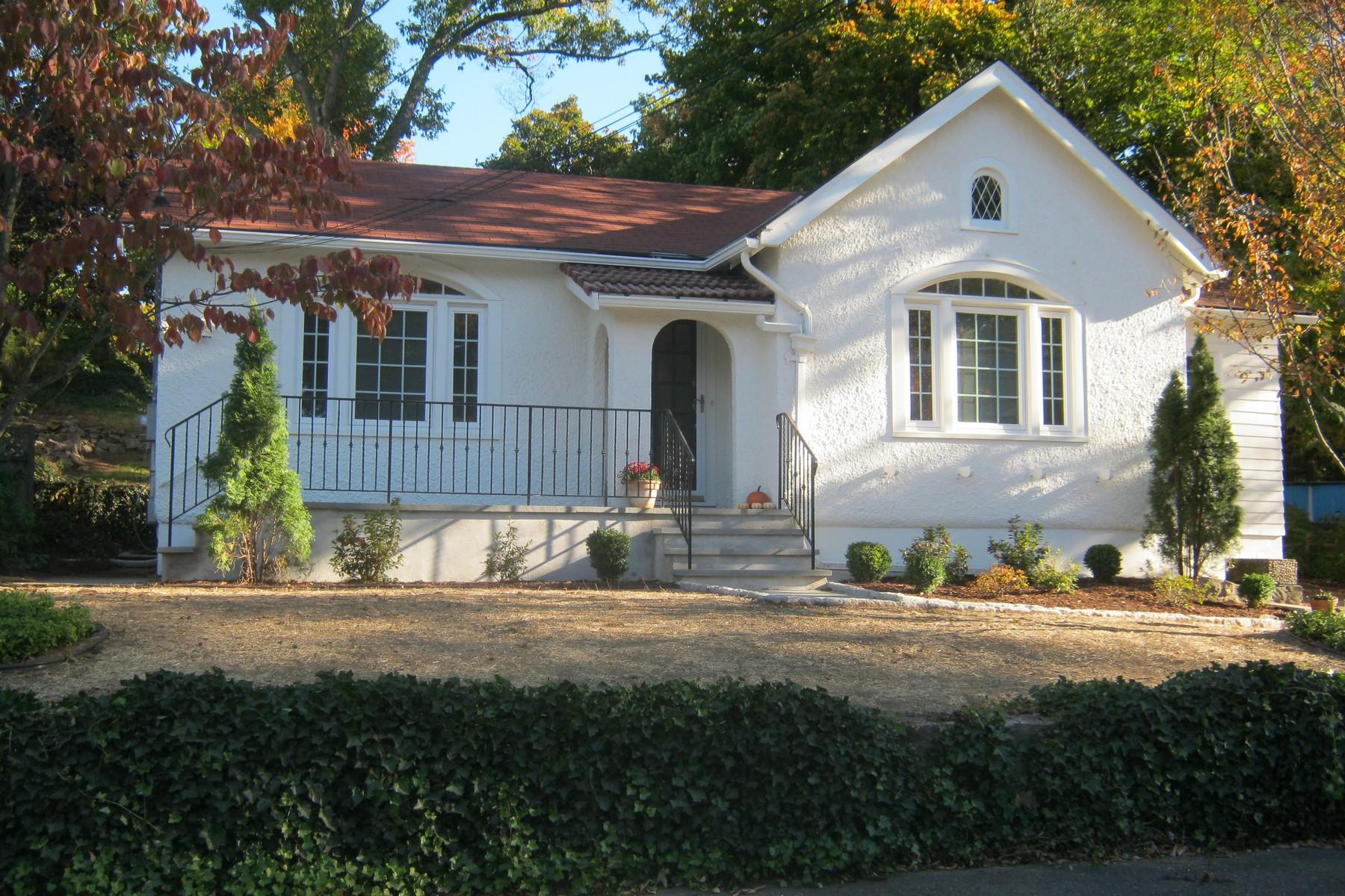 Casa para uma família para Venda às Norwalk Ranch 4 Gillies Lane Norwalk, Connecticut 06854 Estados Unidos