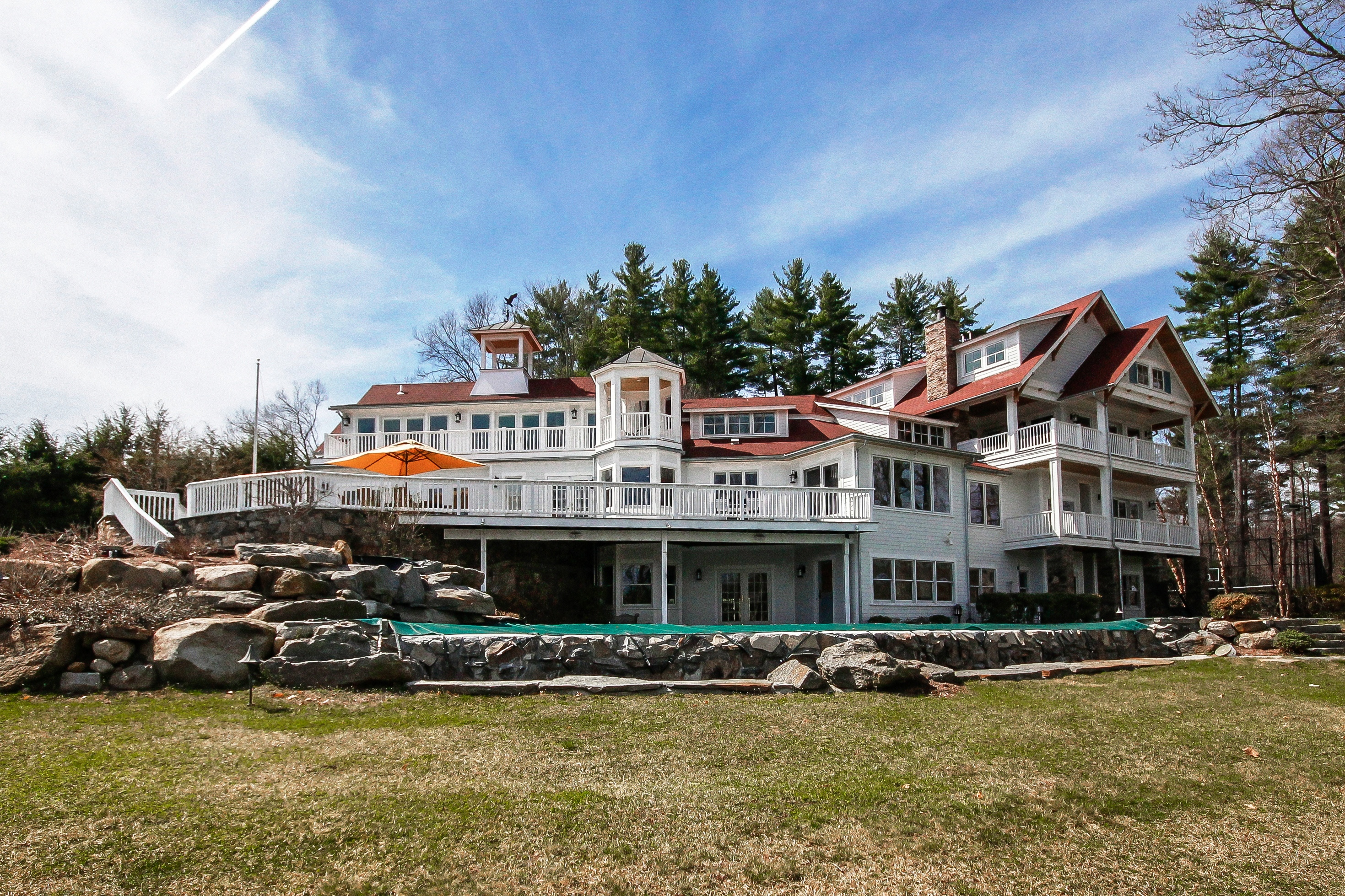 独户住宅 为 销售 在 Spectacular Sweeping Waterfront Views 28 Deerfield Road 布鲁克菲尔德, 康涅狄格州, 06804 美国