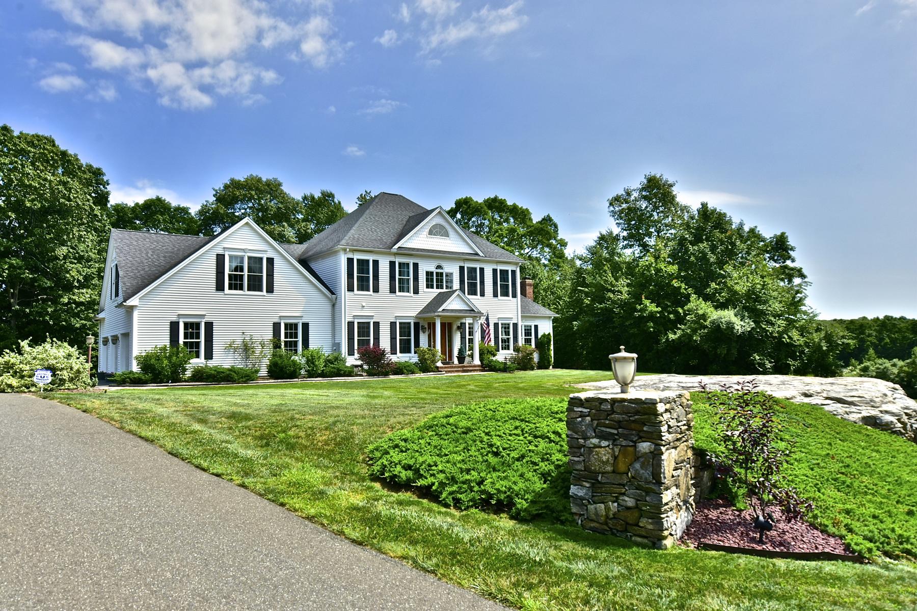 独户住宅 为 销售 在 Desirable Wolf Hollow Colonial 12 Fox Run Ln 基林沃斯, 康涅狄格州, 06419 美国