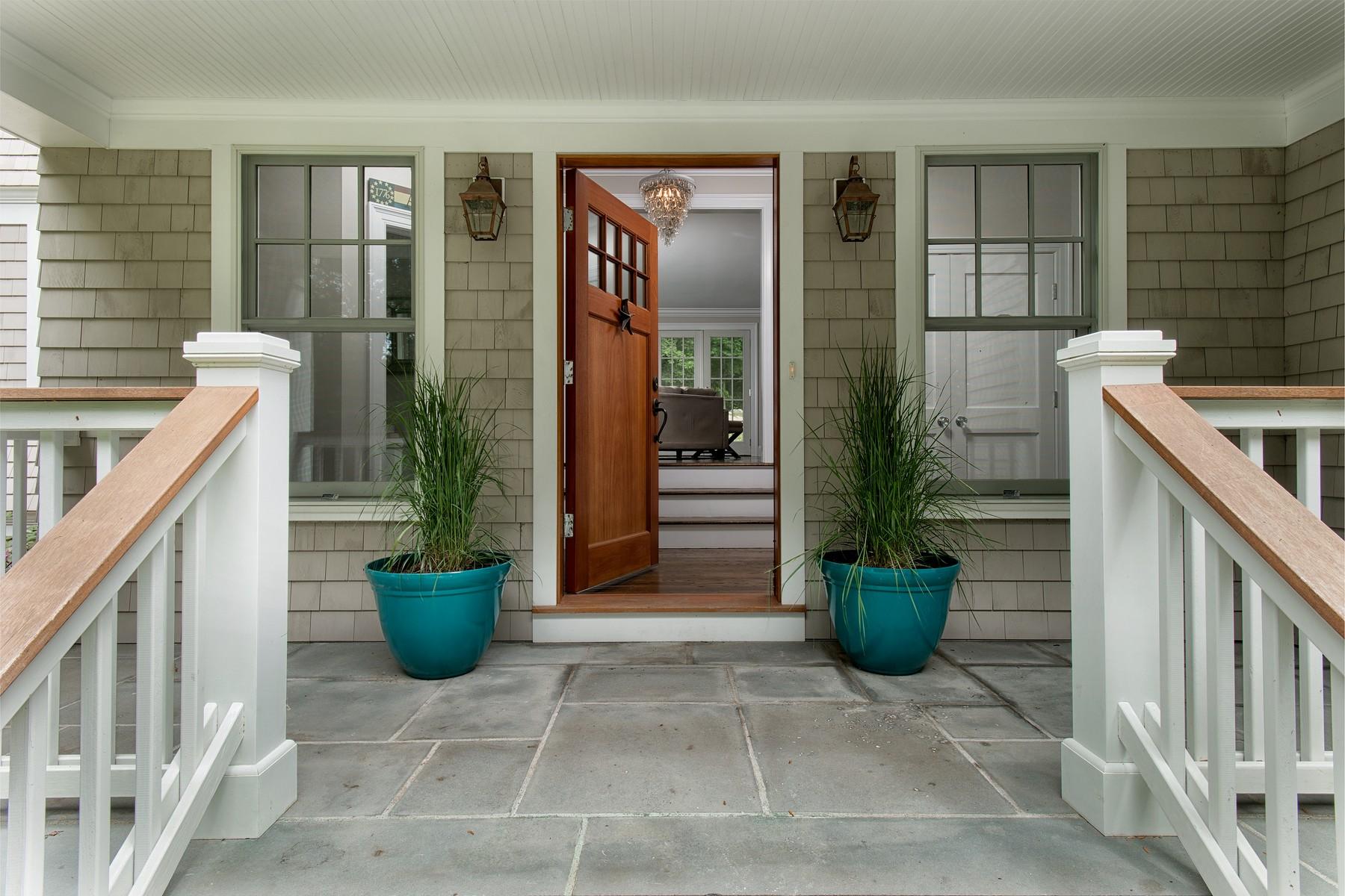 独户住宅 为 销售 在 20 Hilltop Road Norwalk, 康涅狄格州 06854 美国