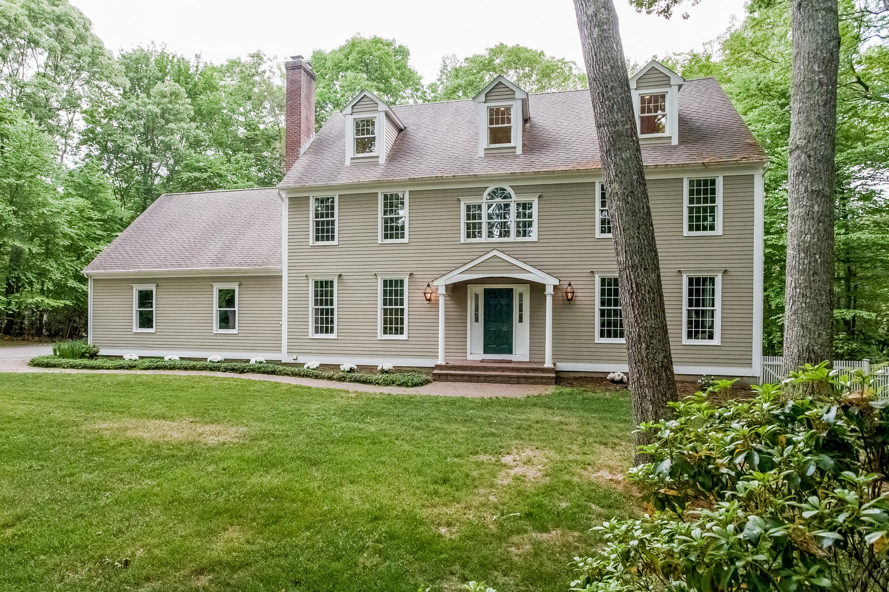 Single Family Home for Sale at Matson Ridge Colonial 12 Matson Ridge Old Lyme, Connecticut 06371 United States
