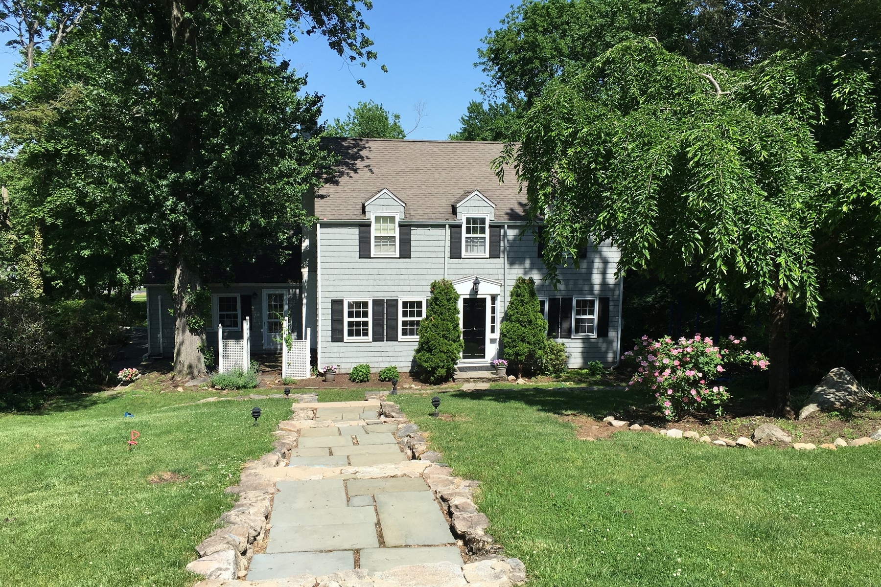 sales property at Riverside Colonial