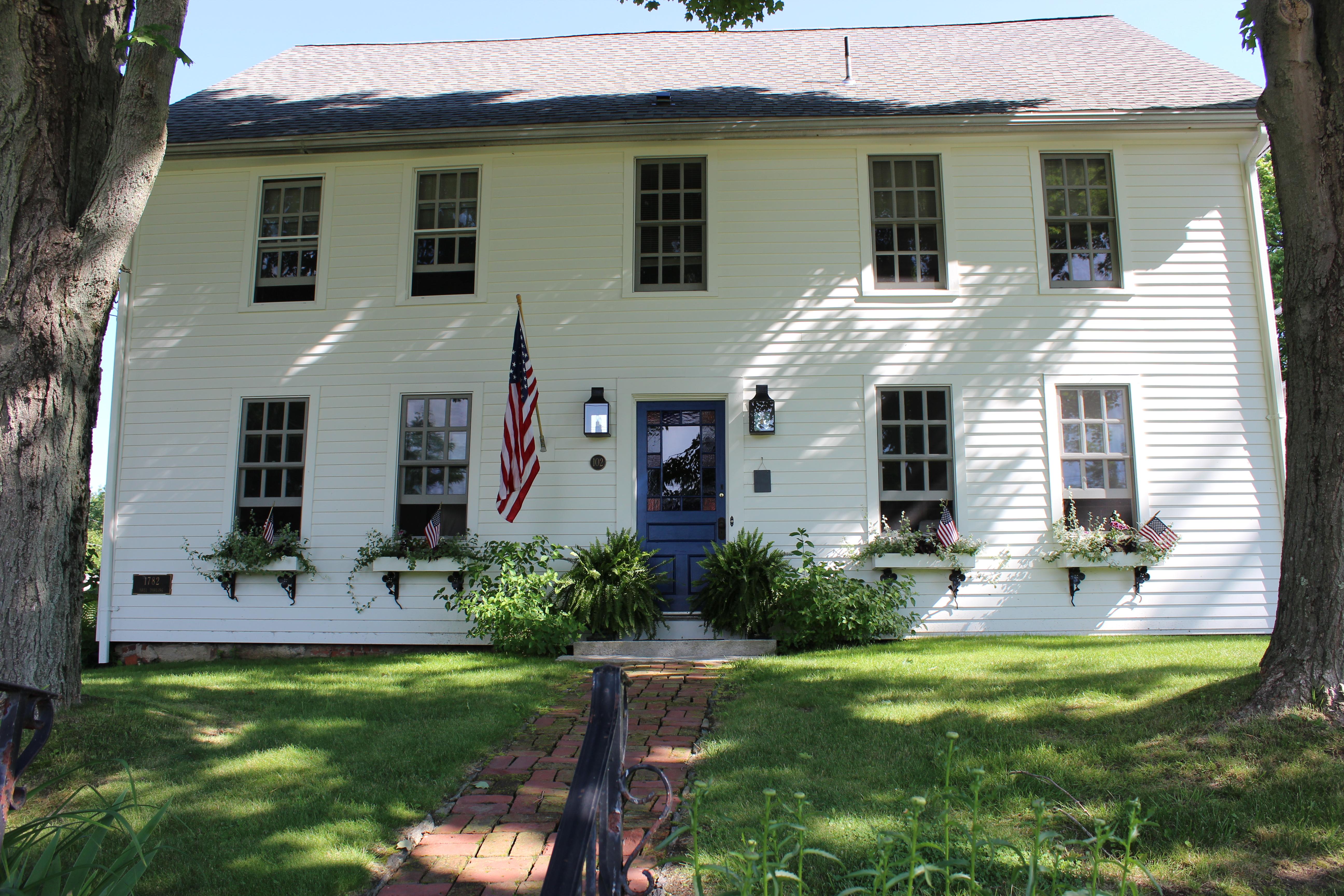 独户住宅 为 销售 在 Historic District Colonial 102 West St 利奇菲尔德, 康涅狄格州, 06759 美国