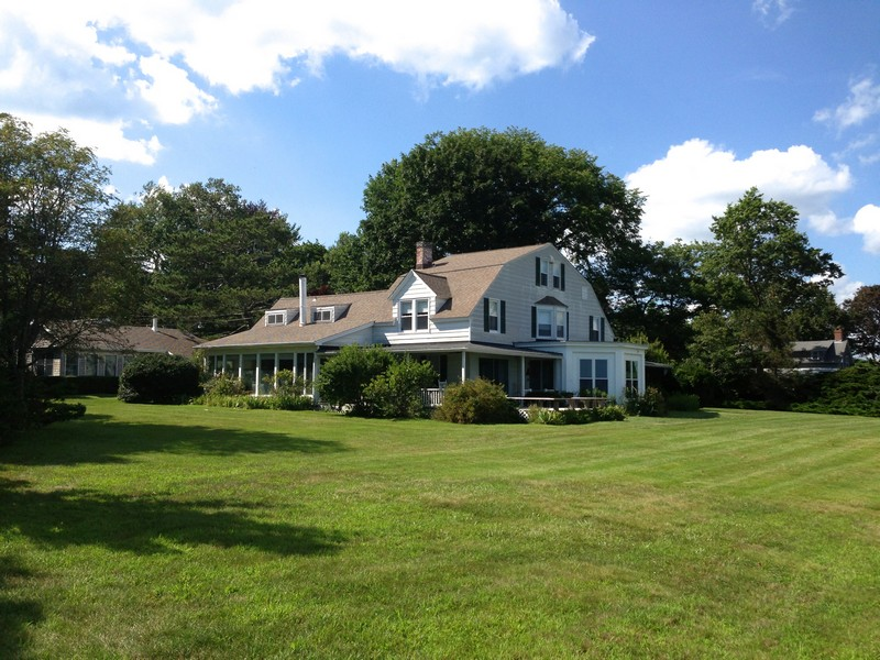 Vivienda unifamiliar por un Venta en Old Black Point Waterfront 41 Great White Way Niantic, Connecticut 06357 Estados Unidos
