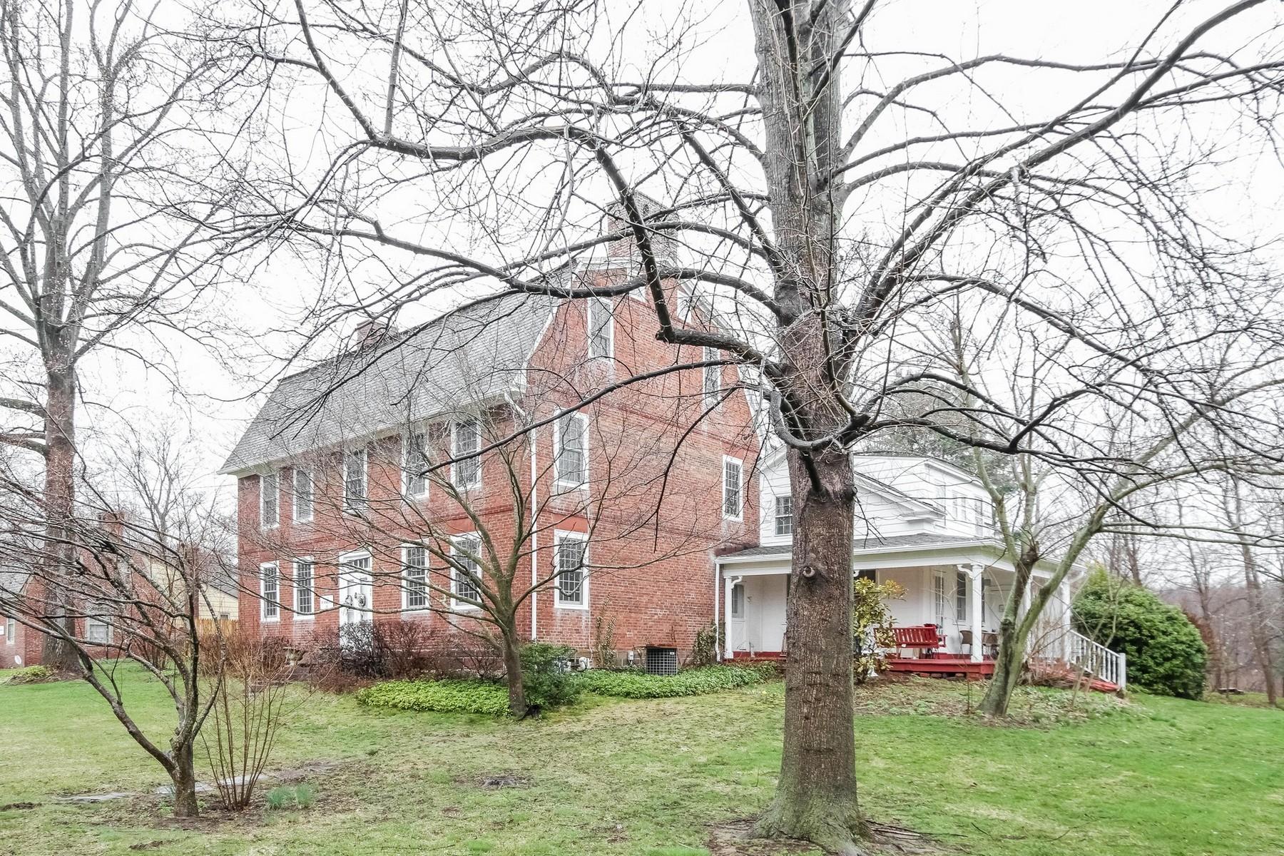 独户住宅 为 销售 在 Fabulous antique colonial majestically sited on 1.85 acres 128 Hayden Station Rd Windsor, 康涅狄格州, 06095 美国